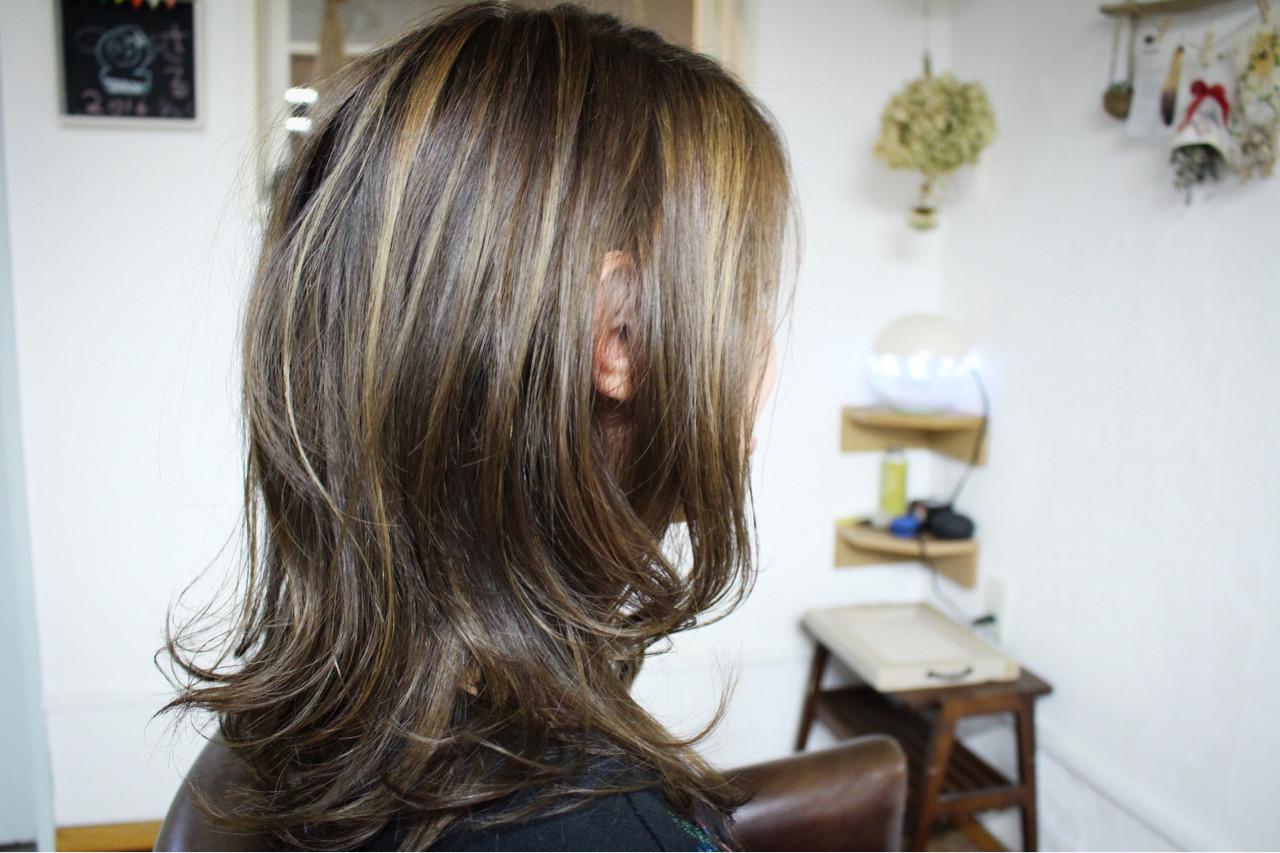 外国人風カラー アッシュ ハイライト ロングヘアスタイルや髪型の写真・画像
