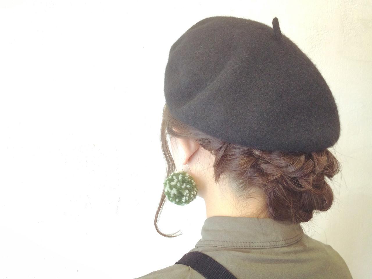 ヘアアレンジでベレー帽の被り方を格上げ!知的ガールの髪型