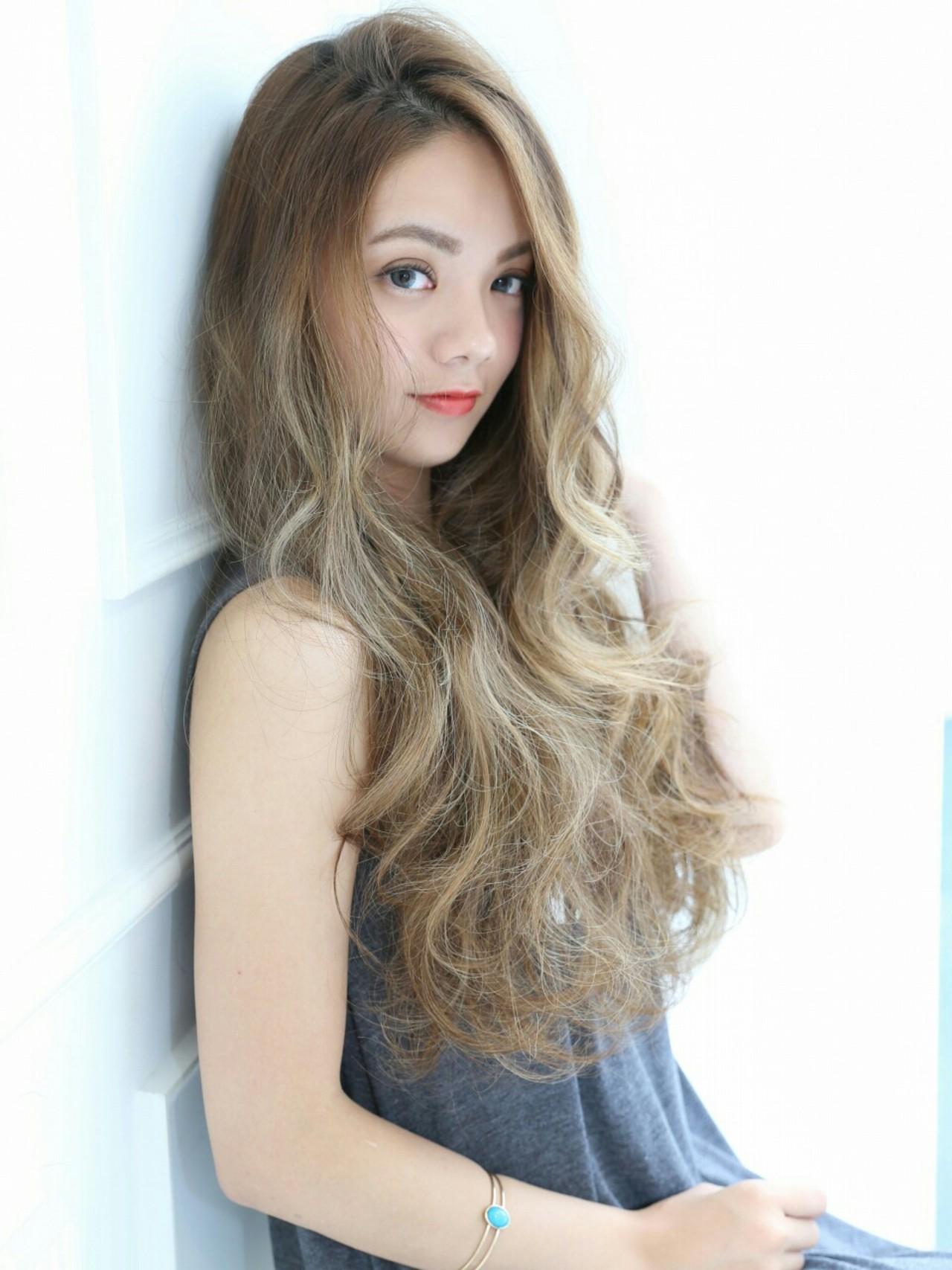 ナチュラル ゆるふわ くせ毛風 ロング ヘアスタイルや髪型の写真・画像 | 西村友紀子 / Cubic by Dice        Dice
