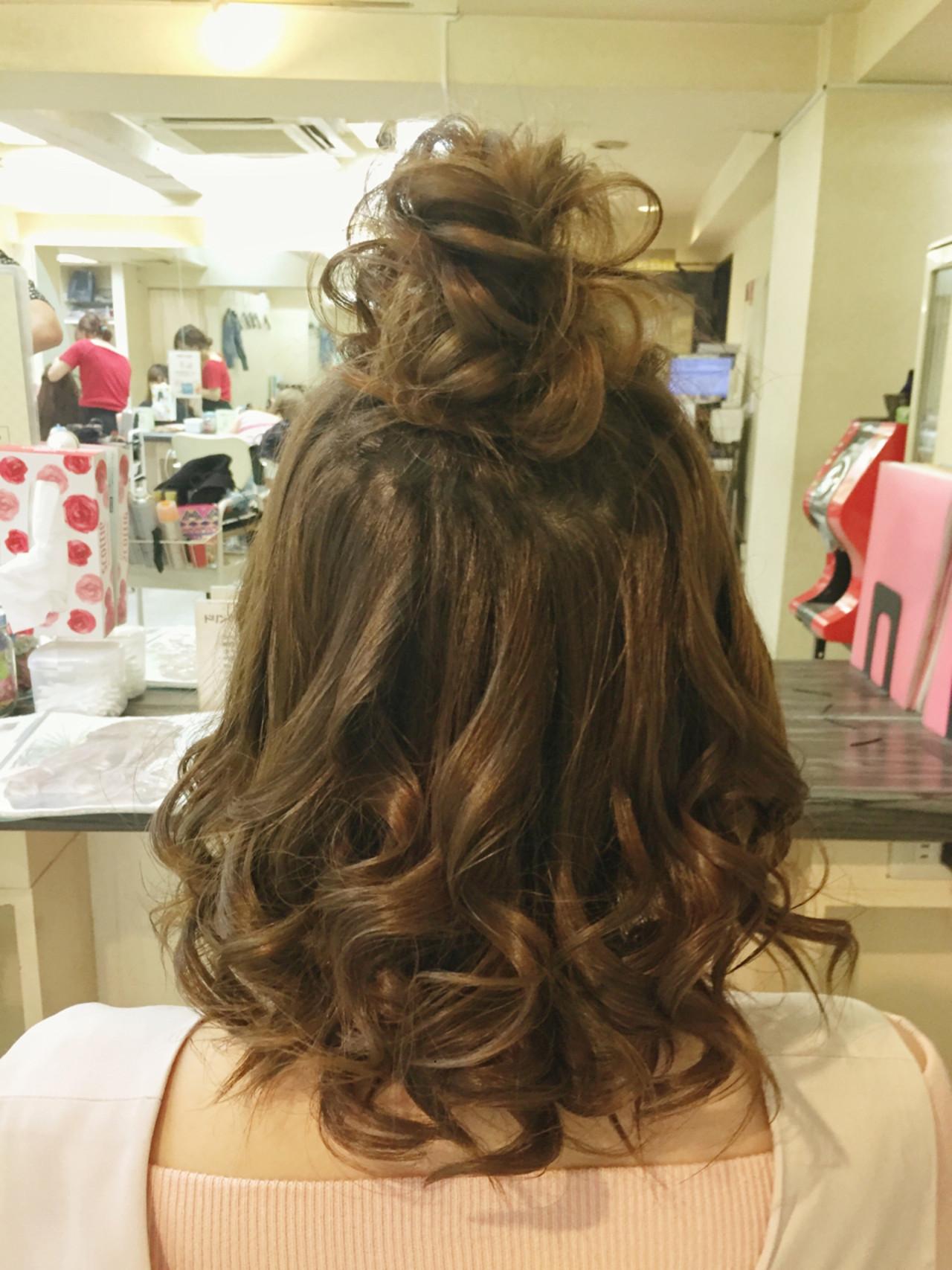ゆるふわ お団子 ナチュラル ヘアアレンジヘアスタイルや髪型の写真・画像
