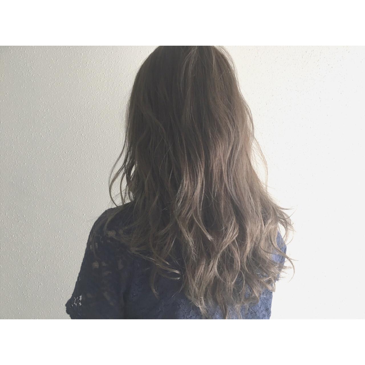 ゆるふわ グレージュ アッシュ セミロングヘアスタイルや髪型の写真・画像