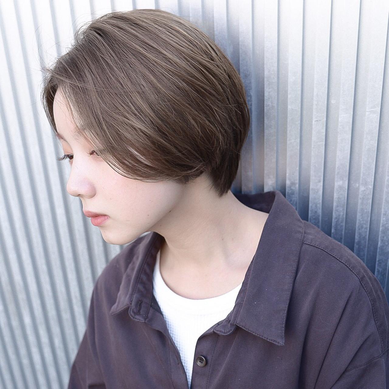 透明感 ナチュラル ショート アッシュ ヘアスタイルや髪型の写真・画像 | 萩原 翔志也/ブリーチなしグレージュ/ストレート / Vicca 青山