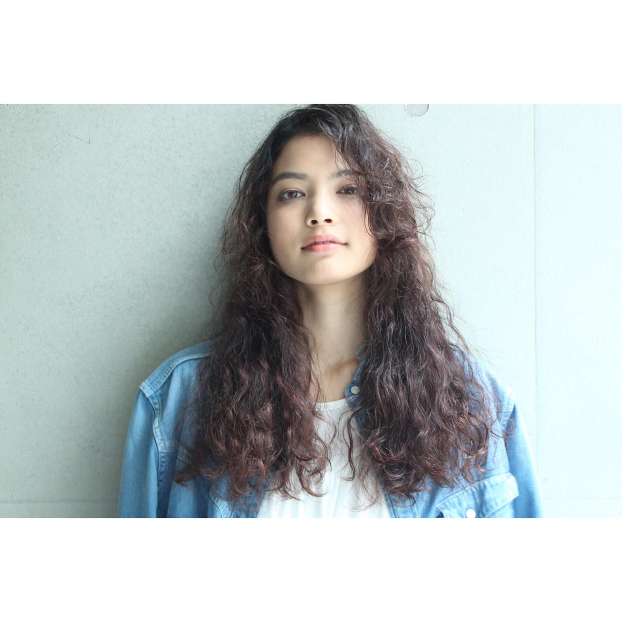 外国人風 モード ロング 暗髪 ヘアスタイルや髪型の写真・画像 | 松本 匡介 / Freelance