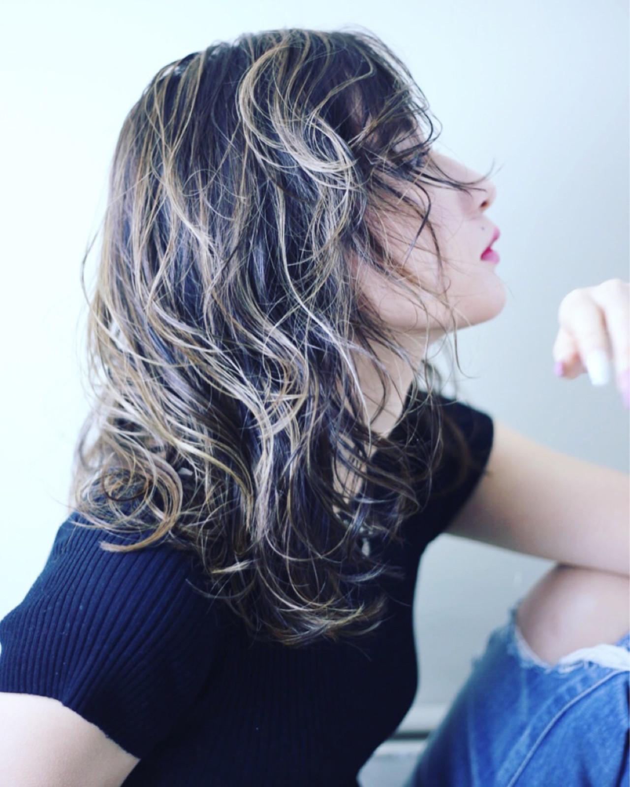 セミロング 外国人風 ナチュラル ダブルカラーヘアスタイルや髪型の写真・画像