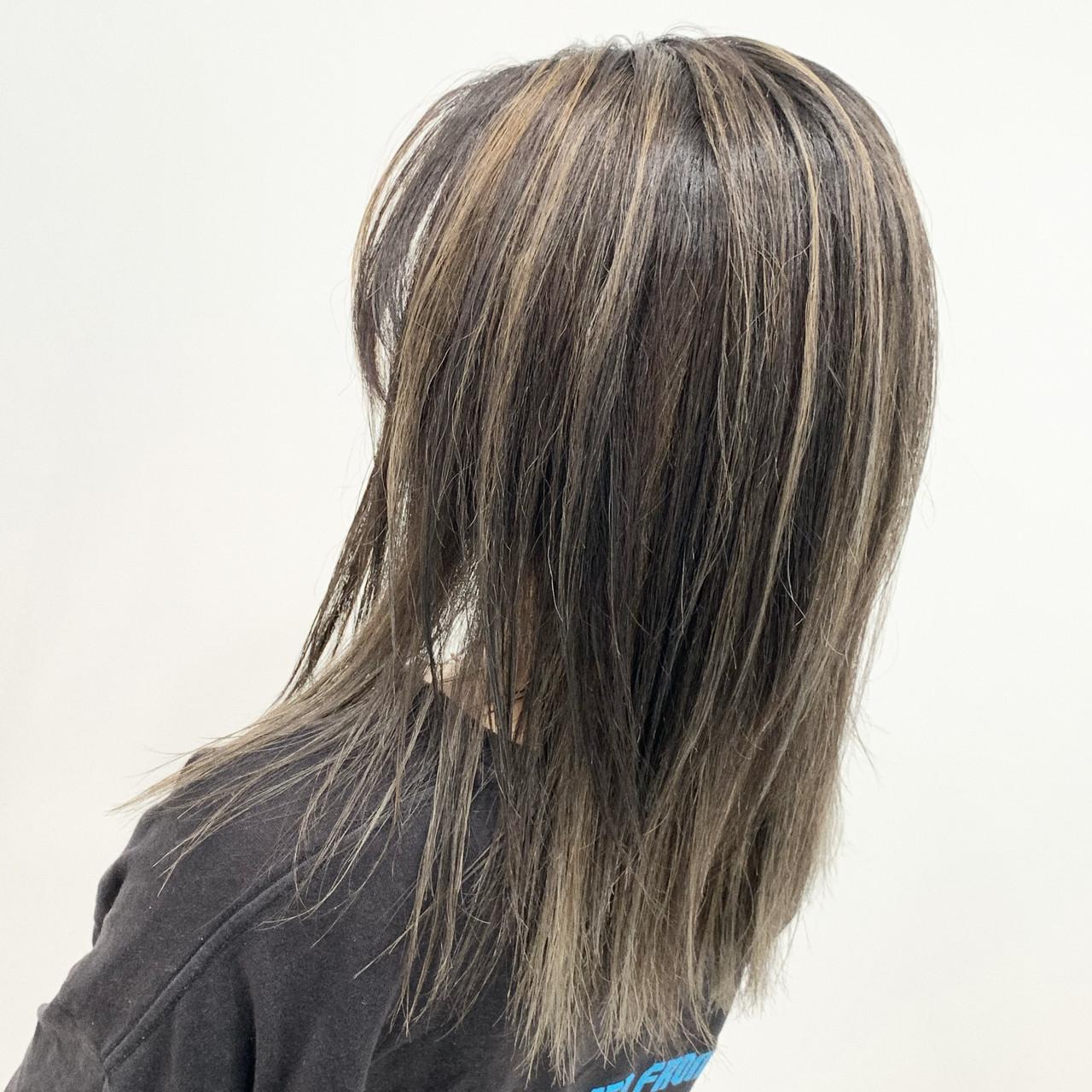 ミルクティー コントラストハイライト エアータッチ ストリートヘアスタイルや髪型の写真・画像