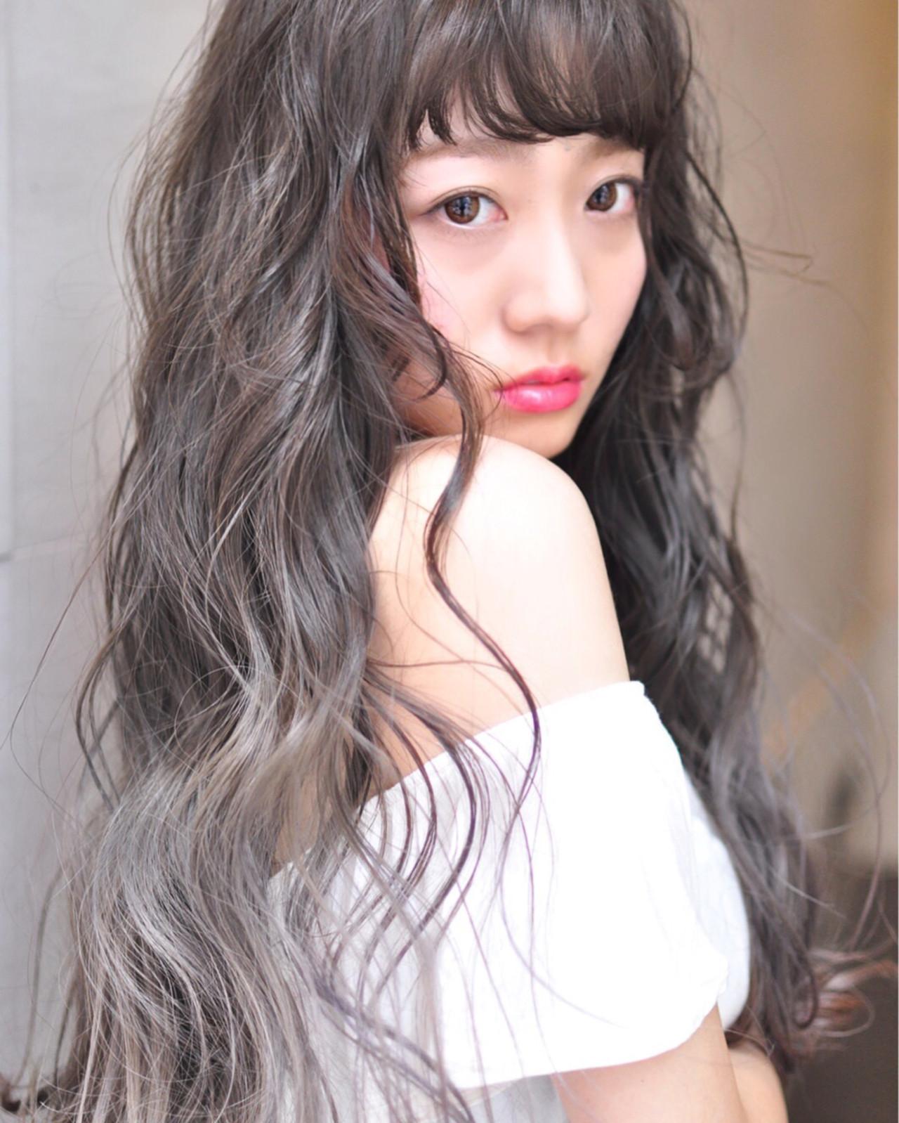 フェミニン 透明感 ハイライト ロングヘアスタイルや髪型の写真・画像