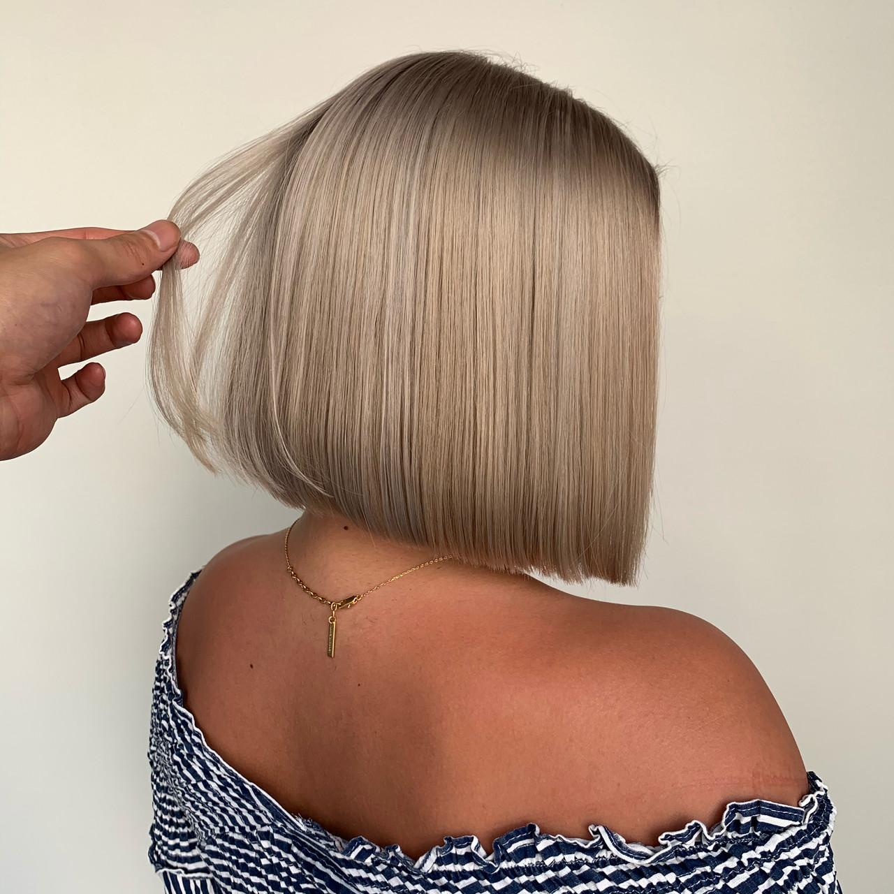ショートボブ ミニボブ 切りっぱなしボブ フェミニンヘアスタイルや髪型の写真・画像
