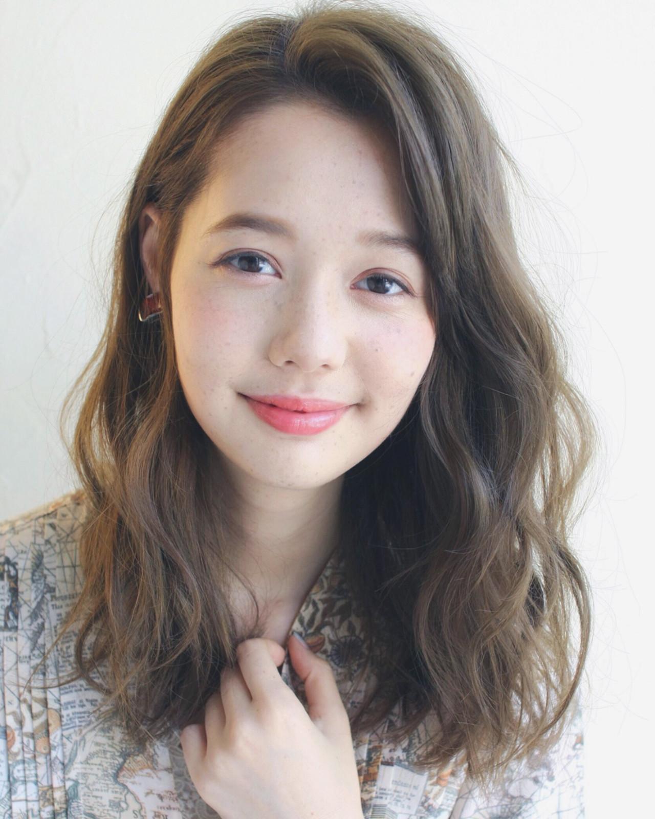アウトドア ミディアム ナチュラル ゆるふわ ヘアスタイルや髪型の写真・画像   Mirai / enntaku