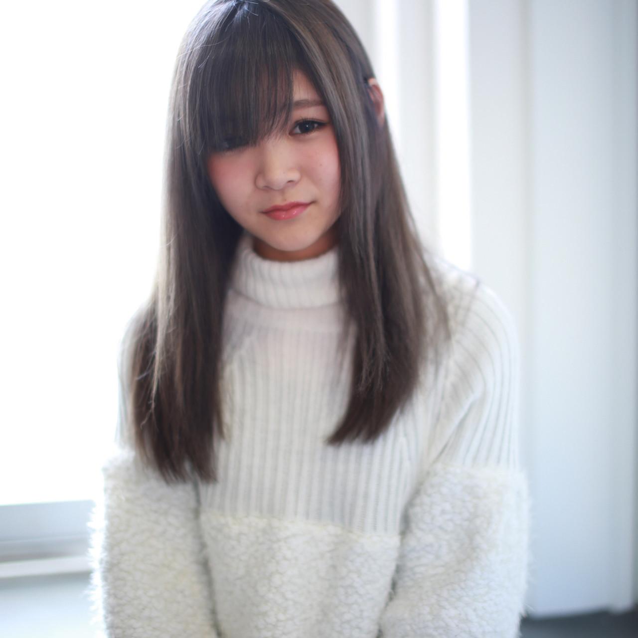 アッシュ グレージュ 外国人風 ダブルカラー ヘアスタイルや髪型の写真・画像 | イマムラ スナオ / LUKE