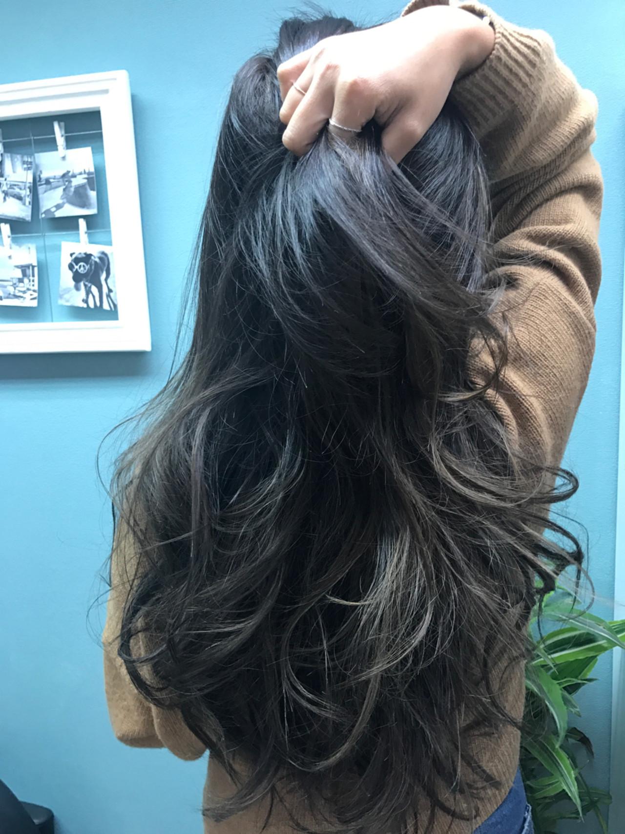 ロング グラデーションカラー 外国人風 アッシュ ヘアスタイルや髪型の写真・画像 | 高橋ジロウ / ROENA 原宿.表参道 / ROENA