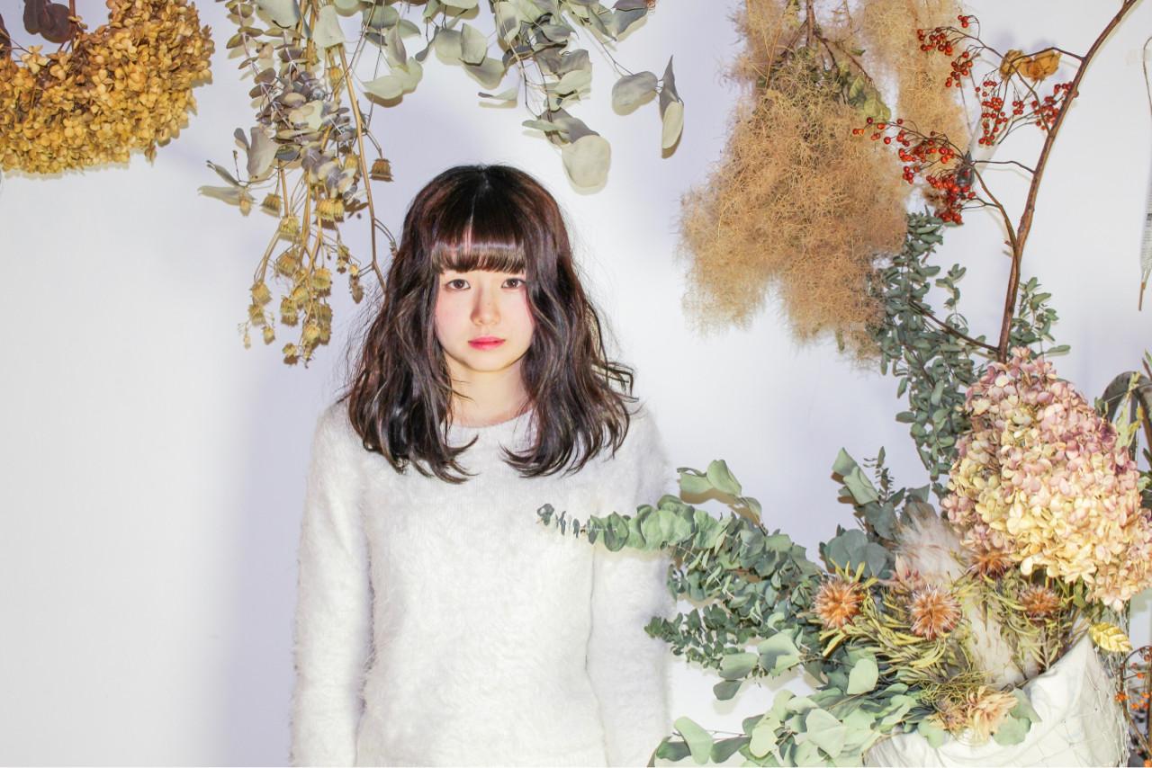 ミルクティー セミロング こなれ感 ナチュラル ヘアスタイルや髪型の写真・画像 | 和田 成泰 / LAXA HAIR WORKS