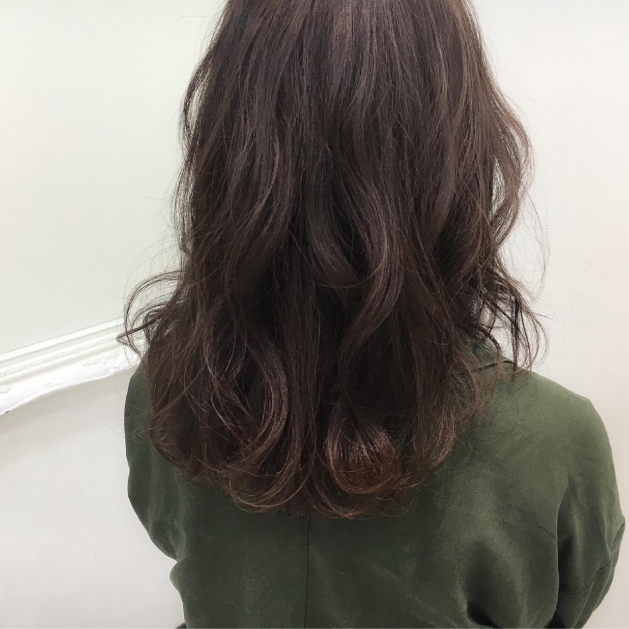 ストリート セミロング ナチュラル 暗髪 ヘアスタイルや髪型の写真・画像   齊藤 禎 / AUBE hair gran