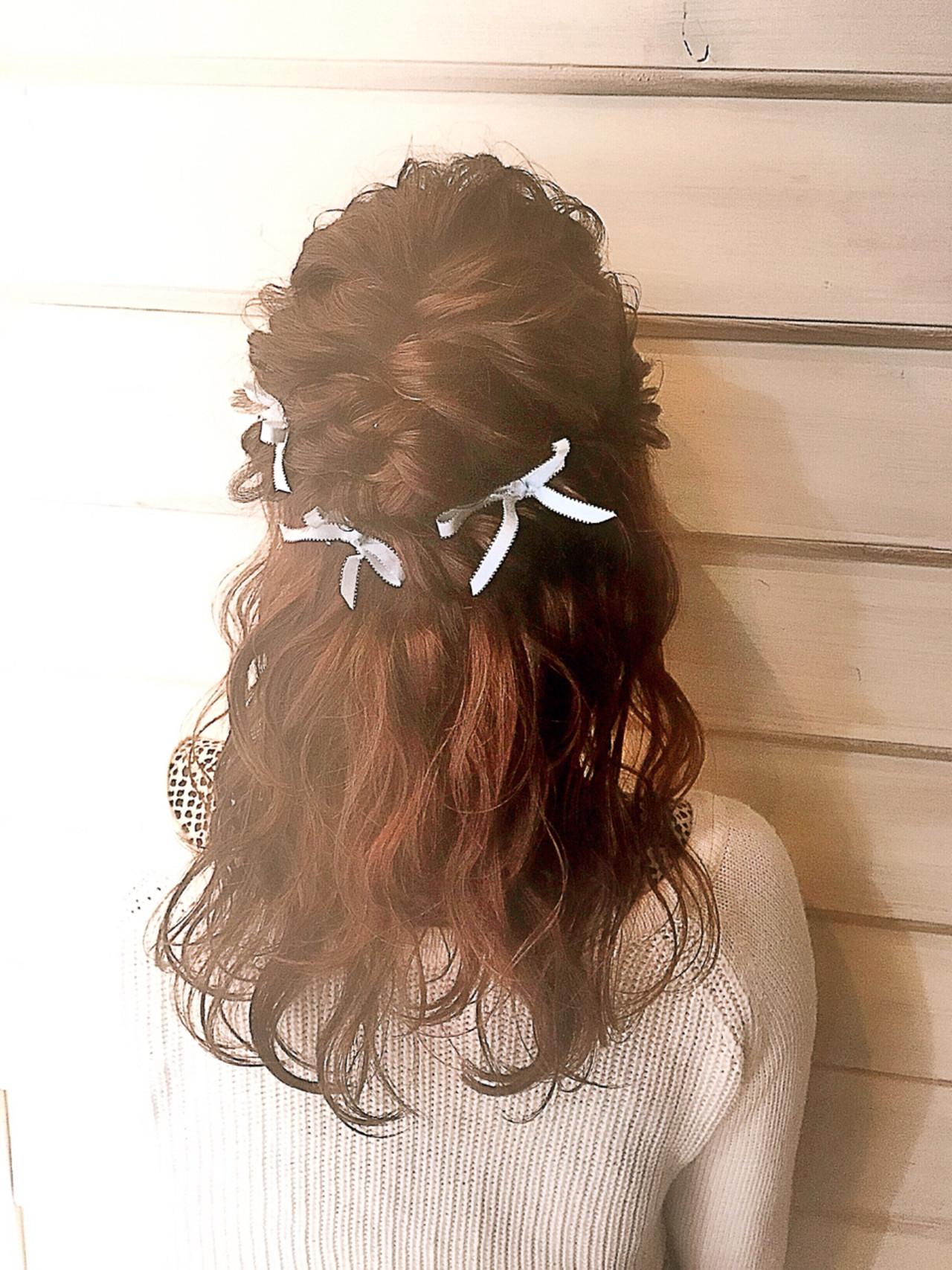簡単ヘアアレンジ ハーフアップ セミロング 結婚式 ヘアスタイルや髪型の写真・画像   渡辺 理香 / Neolive &