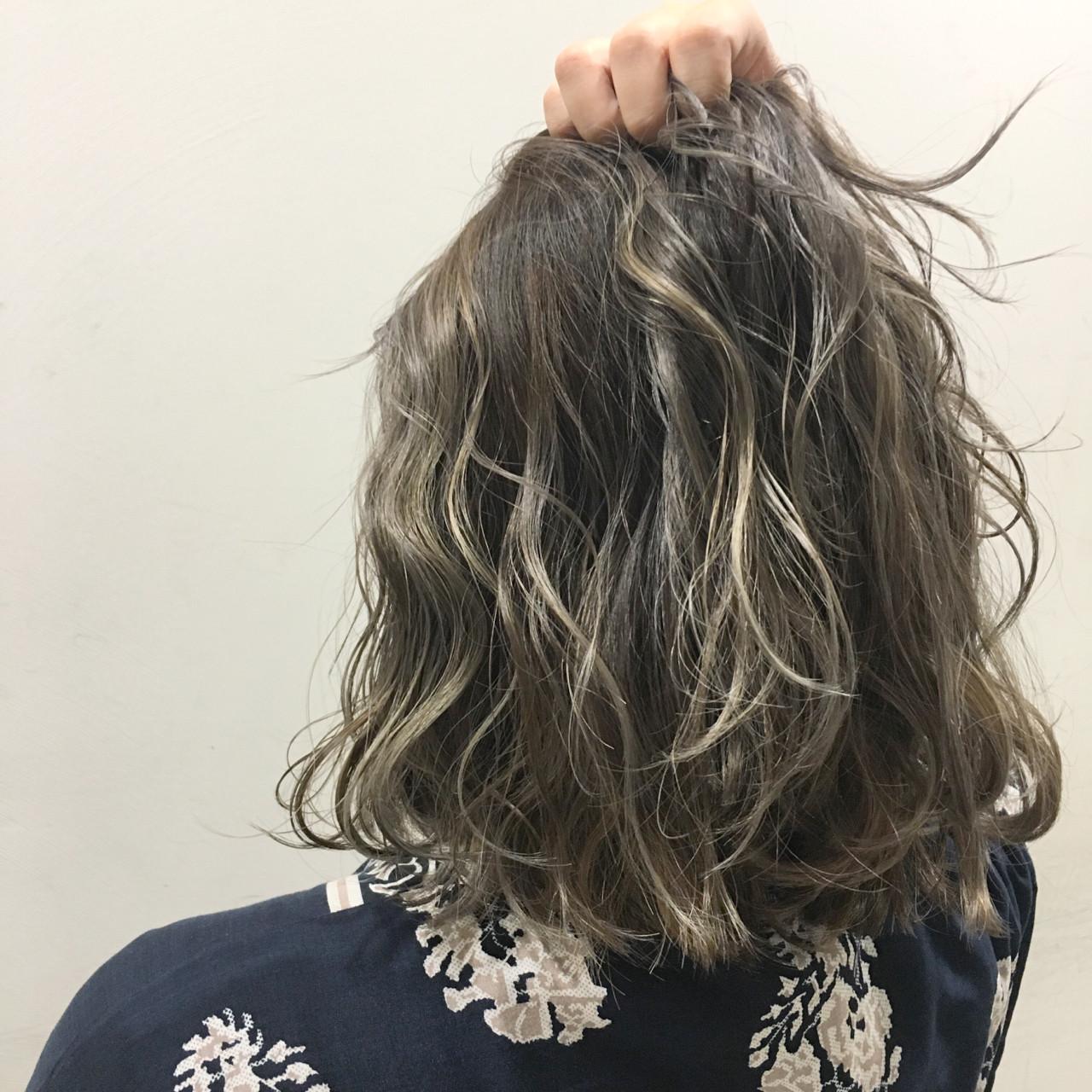 ハイライト 暗髪 ストリート アッシュヘアスタイルや髪型の写真・画像