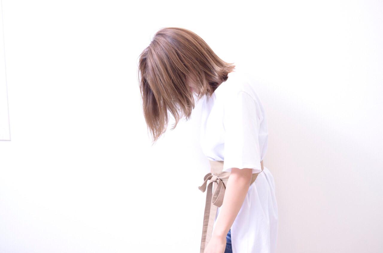 イルミナカラー グレージュ ボブ ナチュラルヘアスタイルや髪型の写真・画像