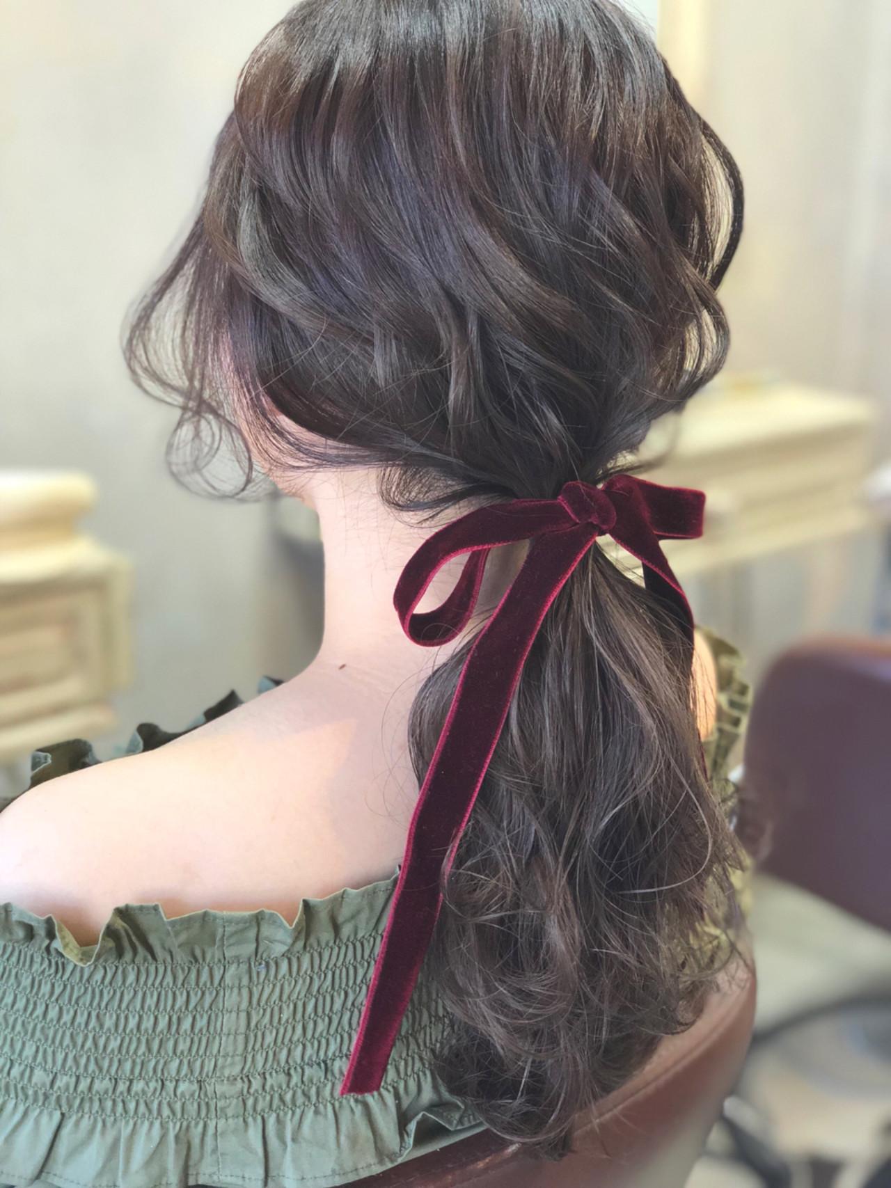 フェミニン ローポニーテール ポニーテール 簡単ヘアアレンジヘアスタイルや髪型の写真・画像