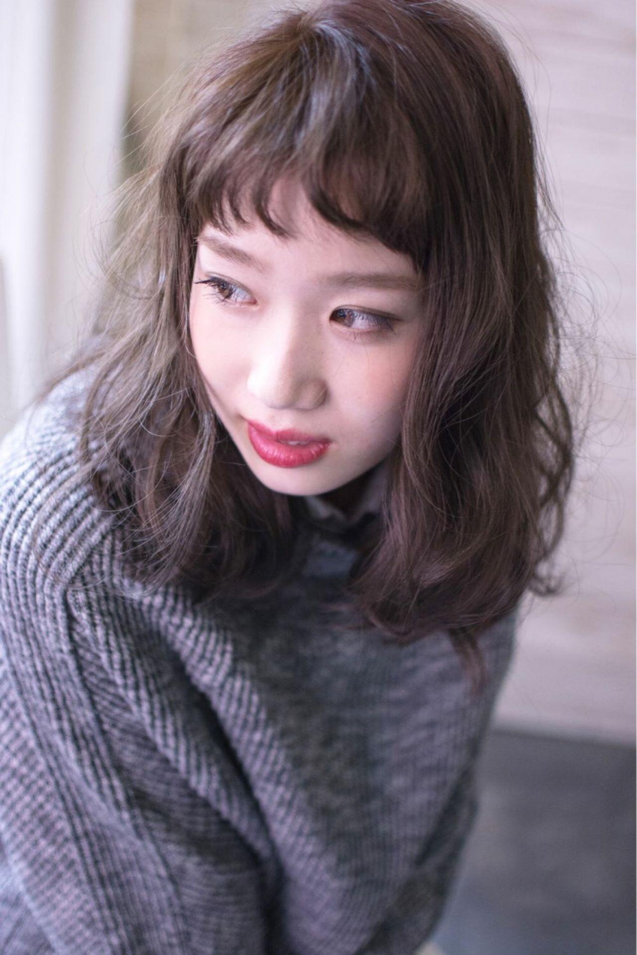 ミディアム フェミニン ゆるふわ シースルーバングヘアスタイルや髪型の写真・画像