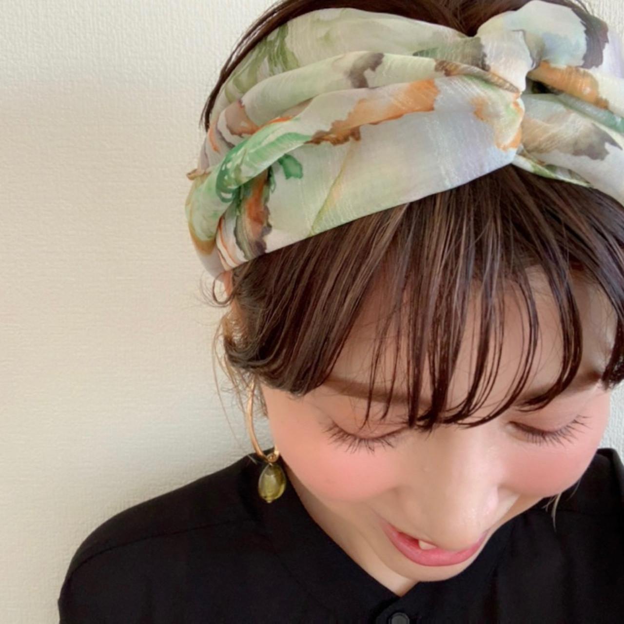 ショート スカーフアレンジ インナーカラー ナチュラル ヘアスタイルや髪型の写真・画像