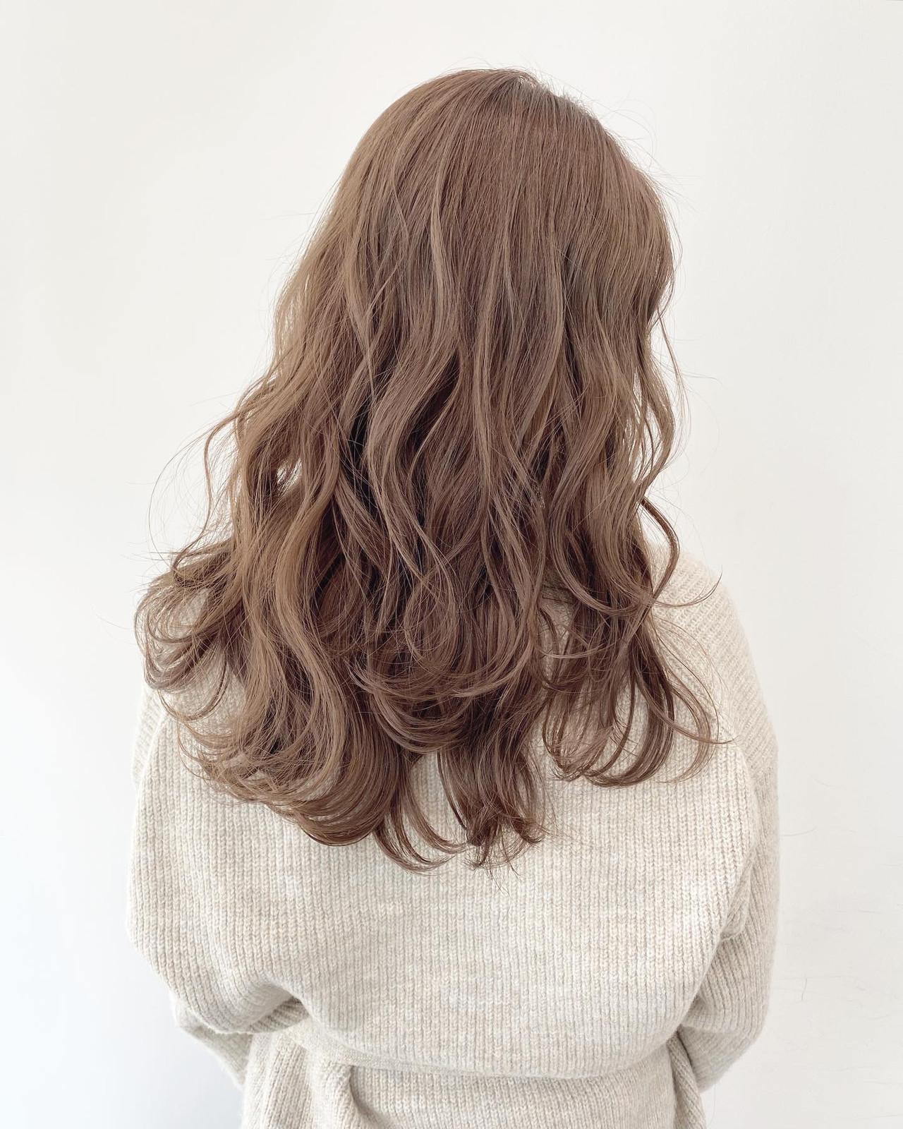 ダブルカラー ミルクティーベージュ ナチュラル ベージュヘアスタイルや髪型の写真・画像