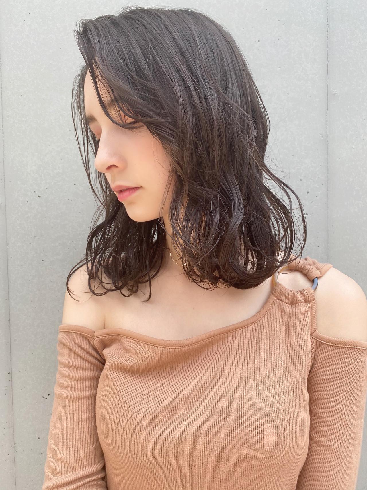 ゆるふわパーマ セミロング ヘアアレンジ ナチュラル ヘアスタイルや髪型の写真・画像