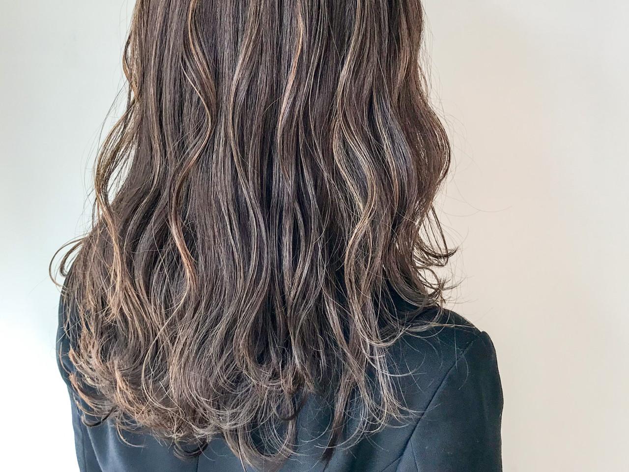 ハイライト グレージュ セミロング 大人かわいい ヘアスタイルや髪型の写真・画像   HIROKI / roijir / roijir