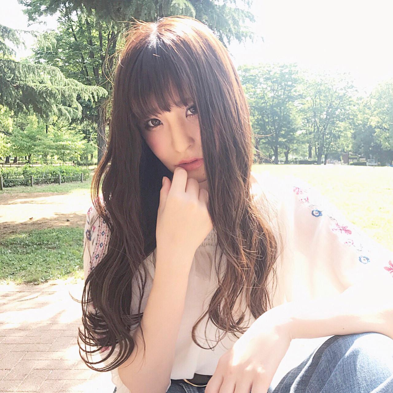 フェミニン ロング アッシュ アンニュイヘアスタイルや髪型の写真・画像