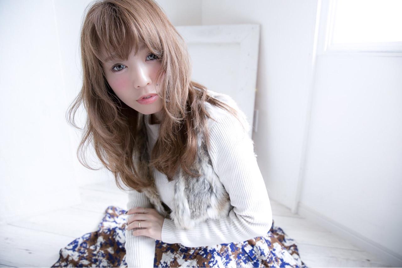 大人かわいい フェミニン セミロング ナチュラル ヘアスタイルや髪型の写真・画像   しらいわ まちこ /