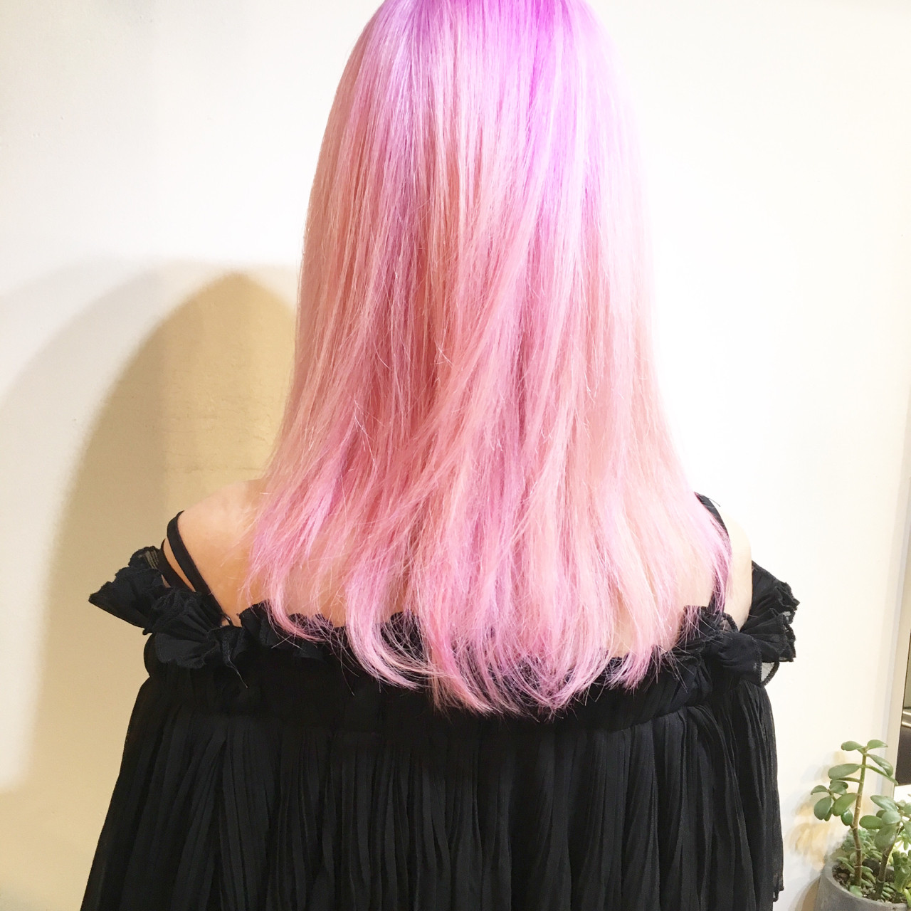 ぶれないオシャレを楽しみたい!ハイセンスな派手髪カタログ。 タイチ / COM PASS
