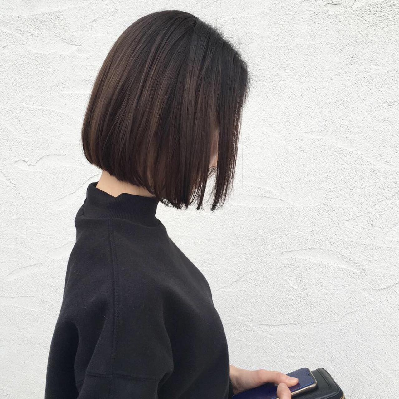 ミニボブ アッシュ ボブ ストレートヘアスタイルや髪型の写真・画像