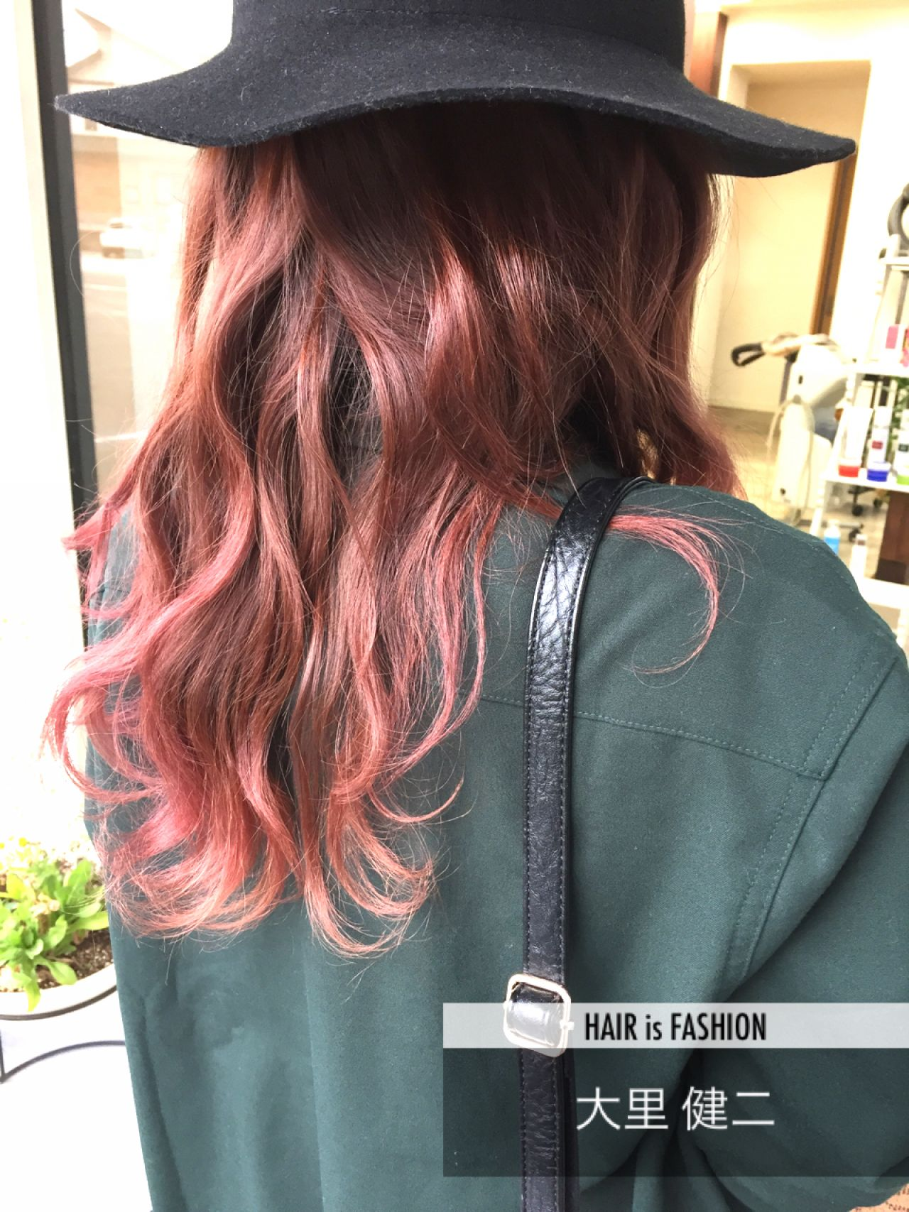 レッド グラデーションカラー ゆるふわ ロング ヘアスタイルや髪型の写真・画像 | 大里 健二 / Hair Atelier Angee