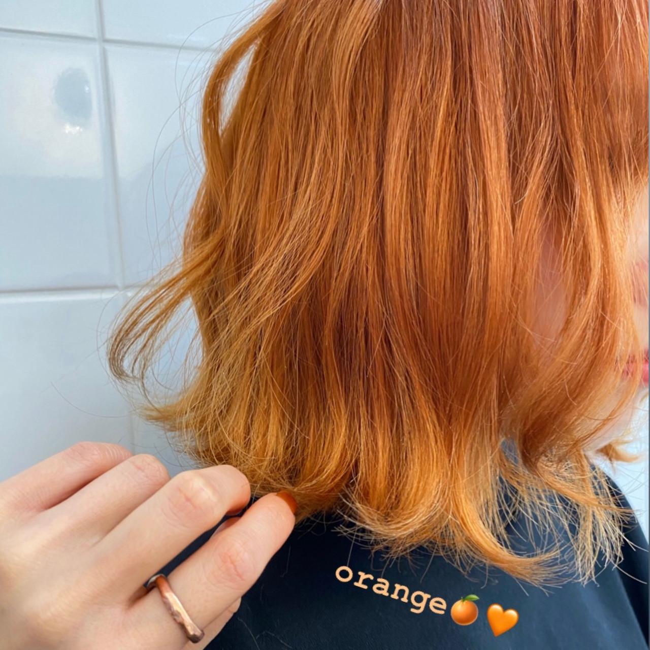 オレンジカラー ガーリー オレンジベージュ ミディアムヘアスタイルや髪型の写真・画像