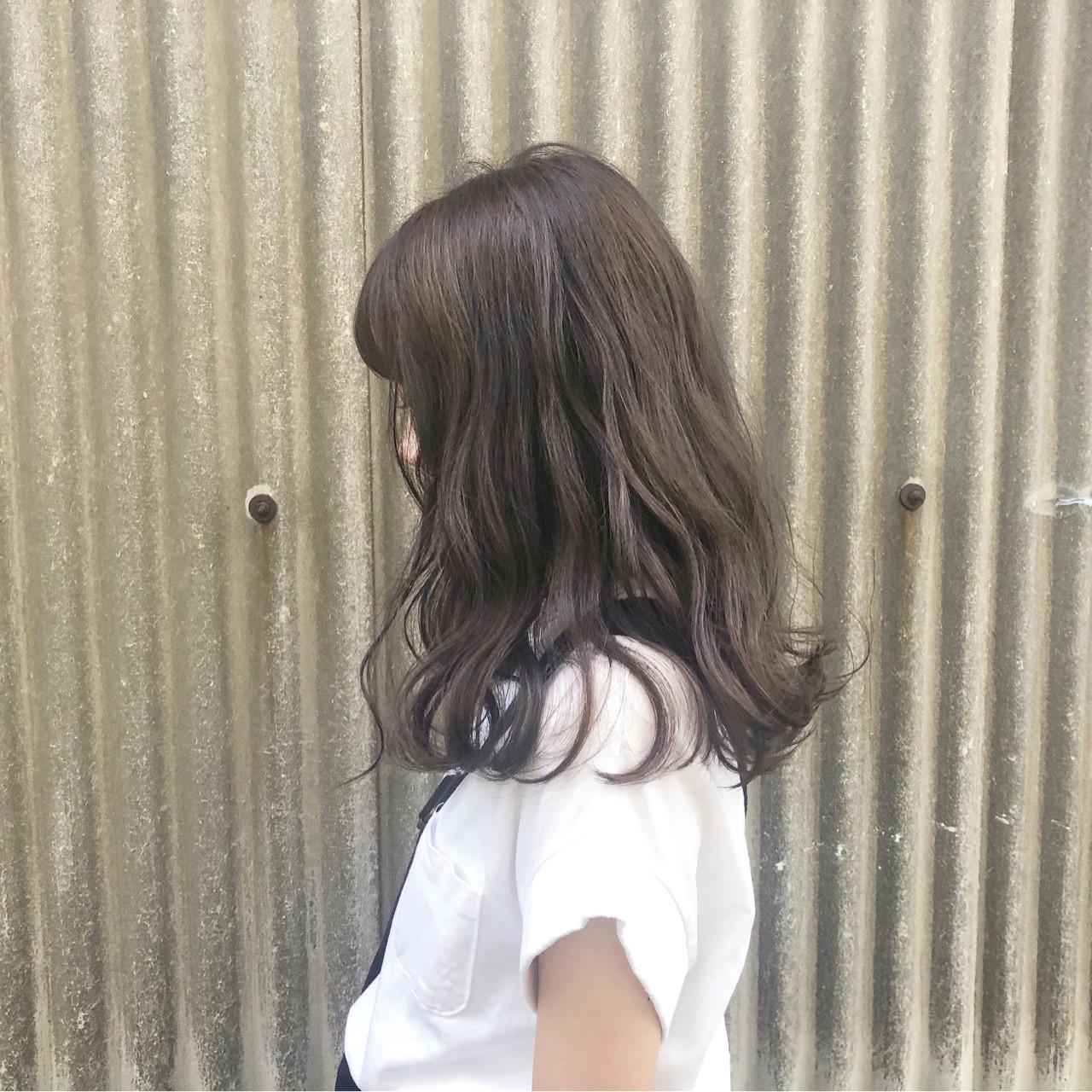 ロング スモーキーカラー 透明感 ラベンダーアッシュヘアスタイルや髪型の写真・画像
