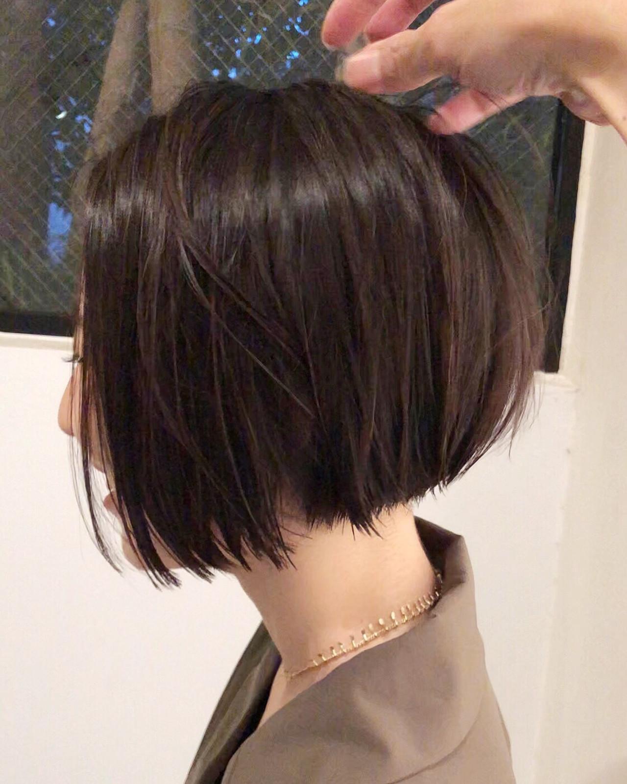 大人ショート 前下がりショート 黒髪 切りっぱなし ヘアスタイルや髪型の写真・画像 | 郡司 泰之 / ROJITHA 原宿 / ROJITHA
