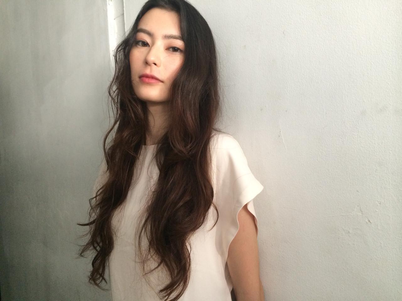 ロング モード 外国人風 暗髪 ヘアスタイルや髪型の写真・画像 | 中牧亜弥 / hairsalon nano