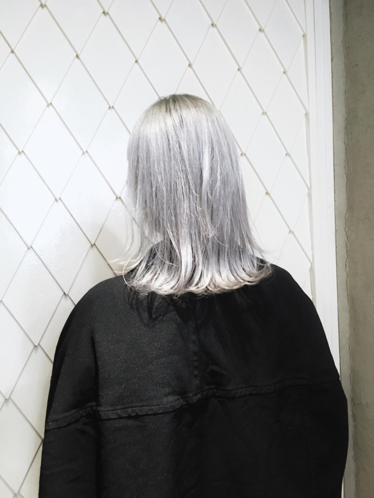 グレー ホワイト ストリート ブリーチ ヘアスタイルや髪型の写真・画像   治久丸 元太 / GOODYBASE