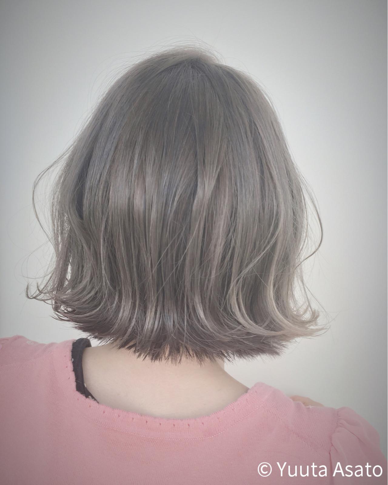 外ハネ 外国人風 グレージュ ストリートヘアスタイルや髪型の写真・画像