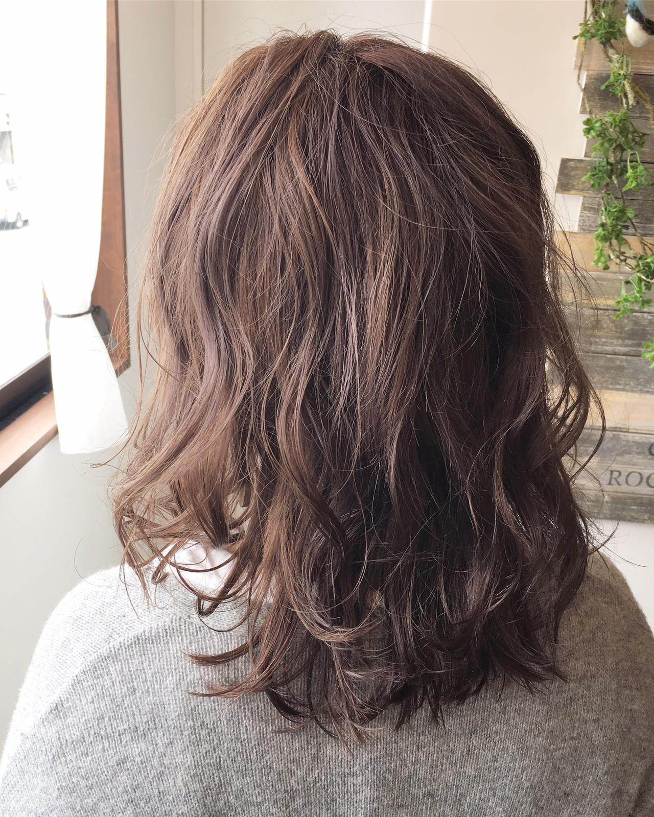 地毛風カラー ショートボブ 切りっぱなしボブ セミロングヘアスタイルや髪型の写真・画像