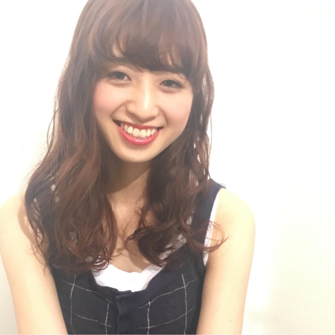 【丸顔さんに似合う髪型】ひし形シルエットの小顔効果でより可愛く♡ 秋山友美