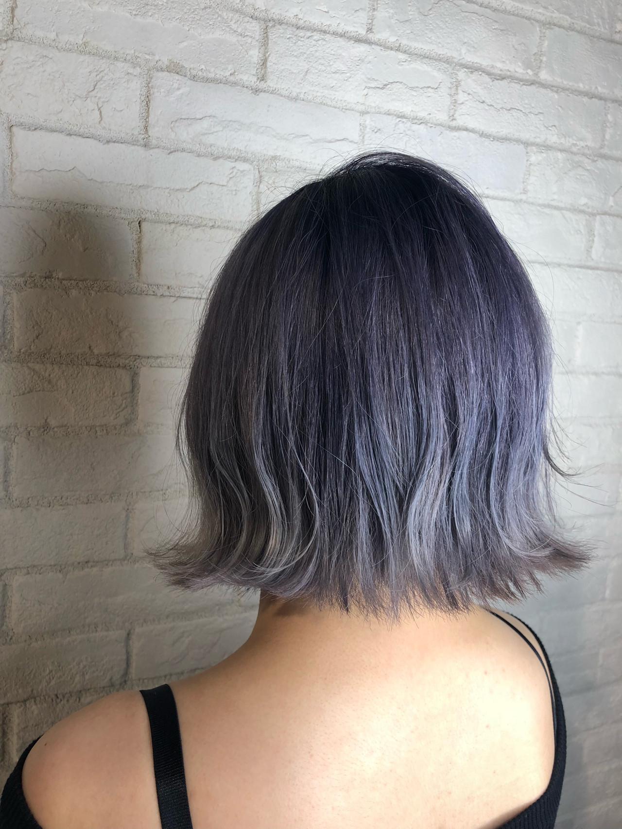 ブルー 外ハネボブ 外ハネ ハイトーンヘアスタイルや髪型の写真・画像