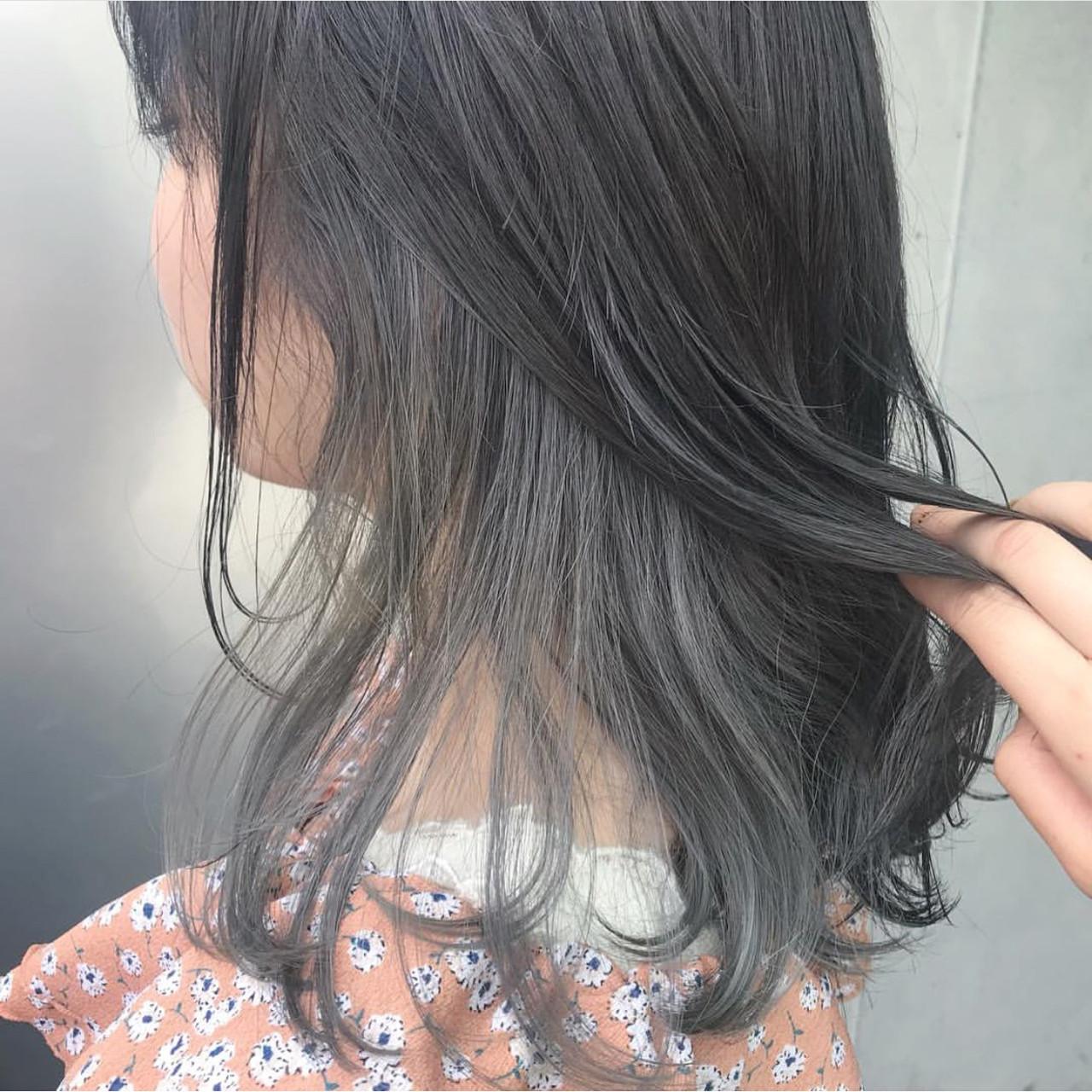セミロング シアグレー インナーカラー インナーカラーグレージュヘアスタイルや髪型の写真・画像
