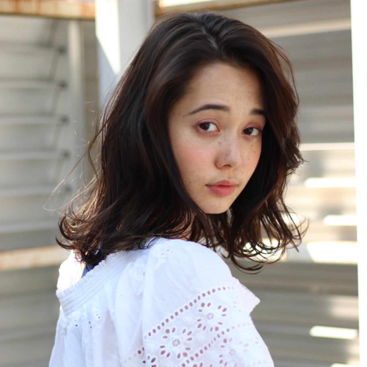 デート 雨の日 ナチュラル ミディアム ヘアスタイルや髪型の写真・画像 | 岡田 有希 / Neolive caff