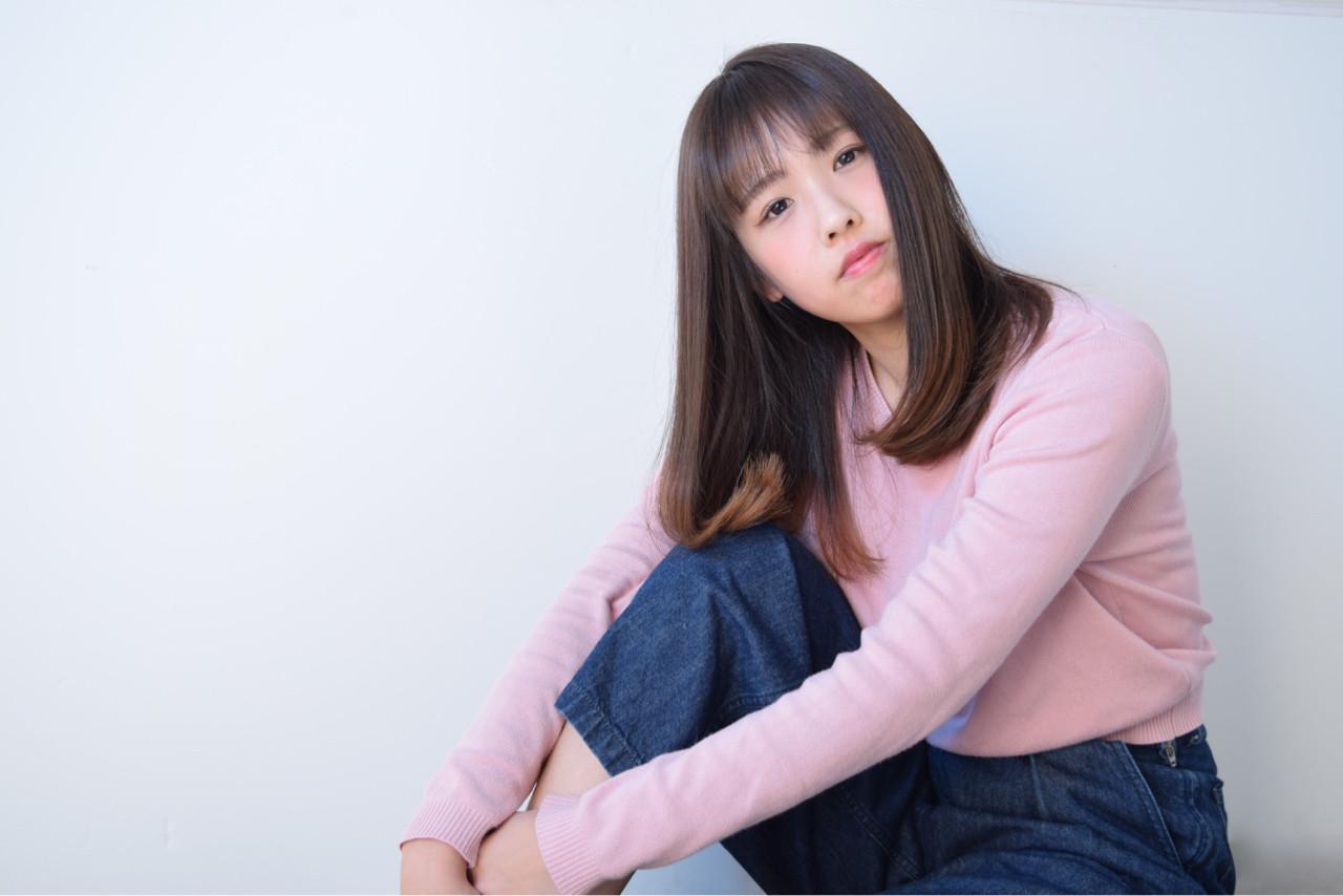 セミロング フリンジバング ミルクティー ニュアンス ヘアスタイルや髪型の写真・画像 | 鈴木 謙太 / HAIRLOGY