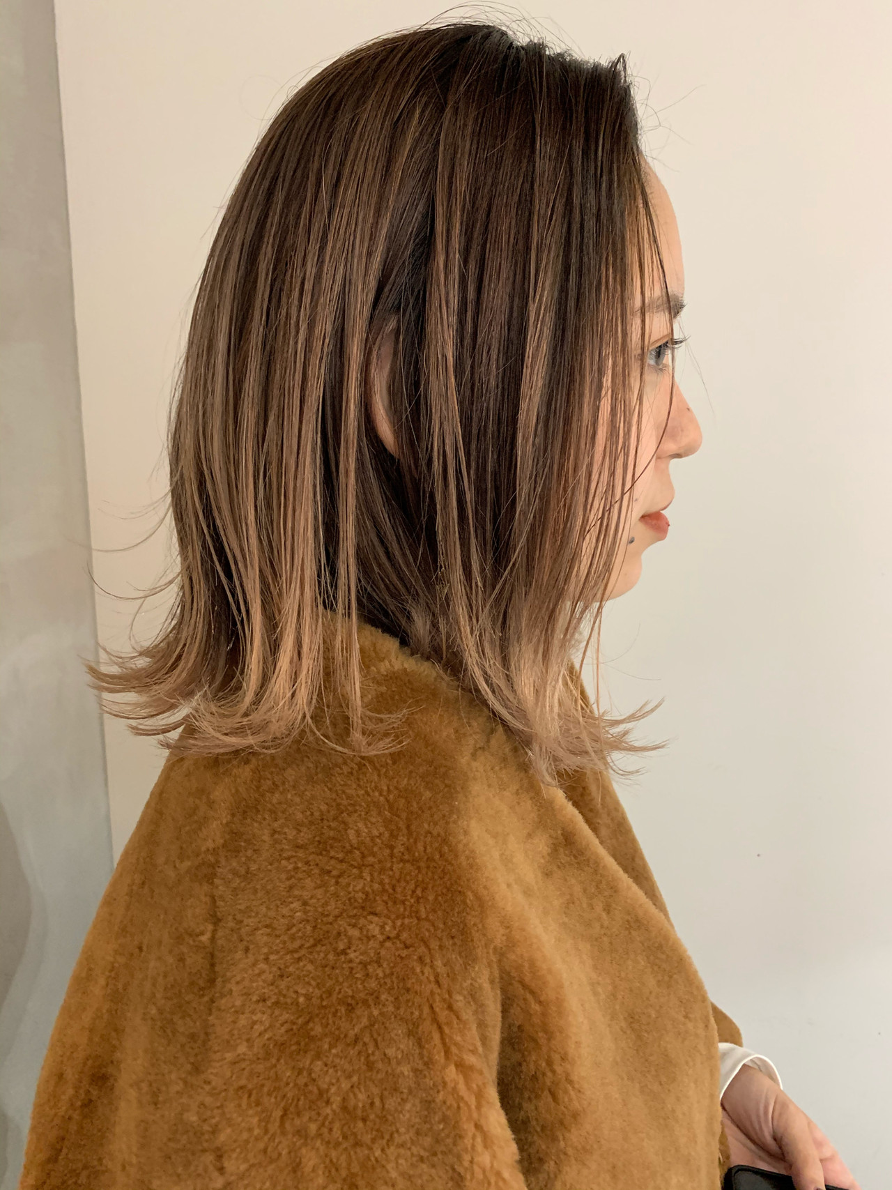 ミルクティーベージュ バレイヤージュ ナチュラル グラデーションカラーヘアスタイルや髪型の写真・画像
