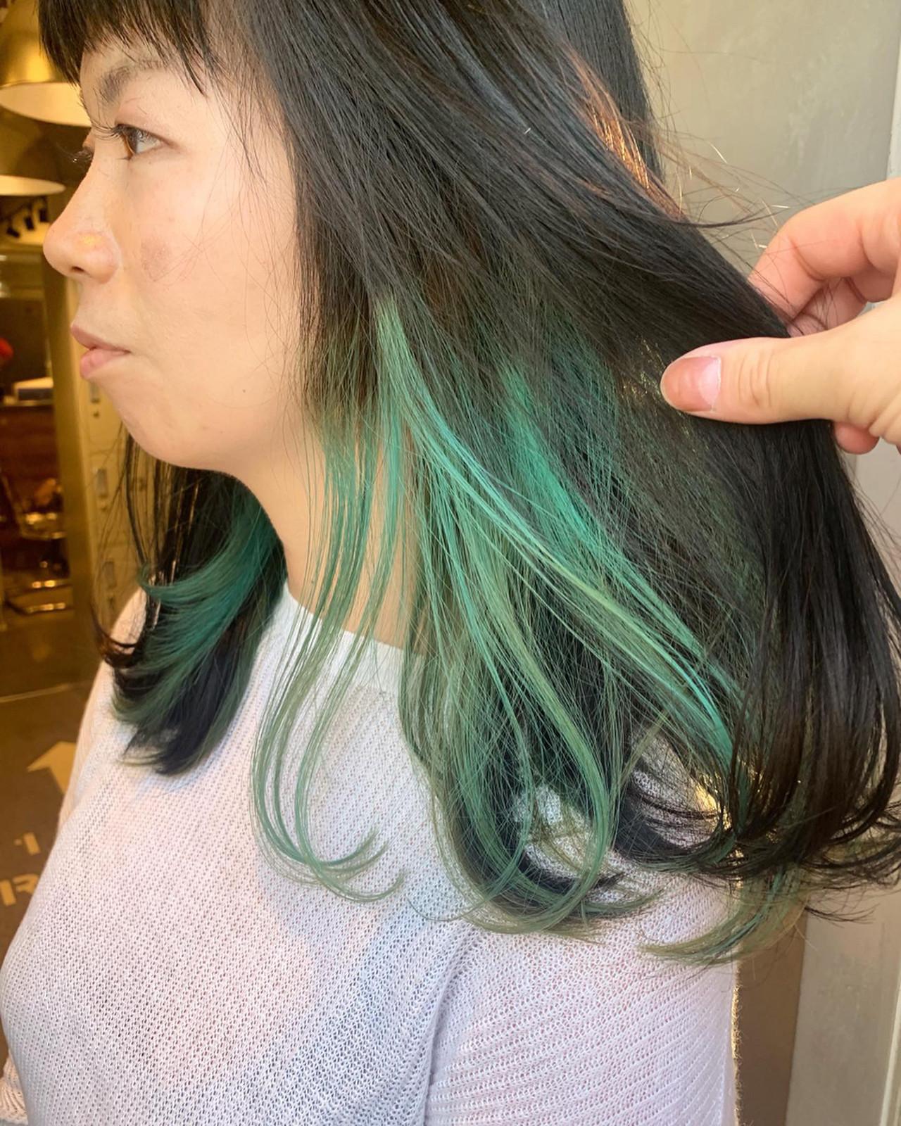 インナーブルー インナーグリーン アンニュイほつれヘア インナーカラー ヘアスタイルや髪型の写真・画像 | MORNING.miya/@1031miya / HAIR MORNING.