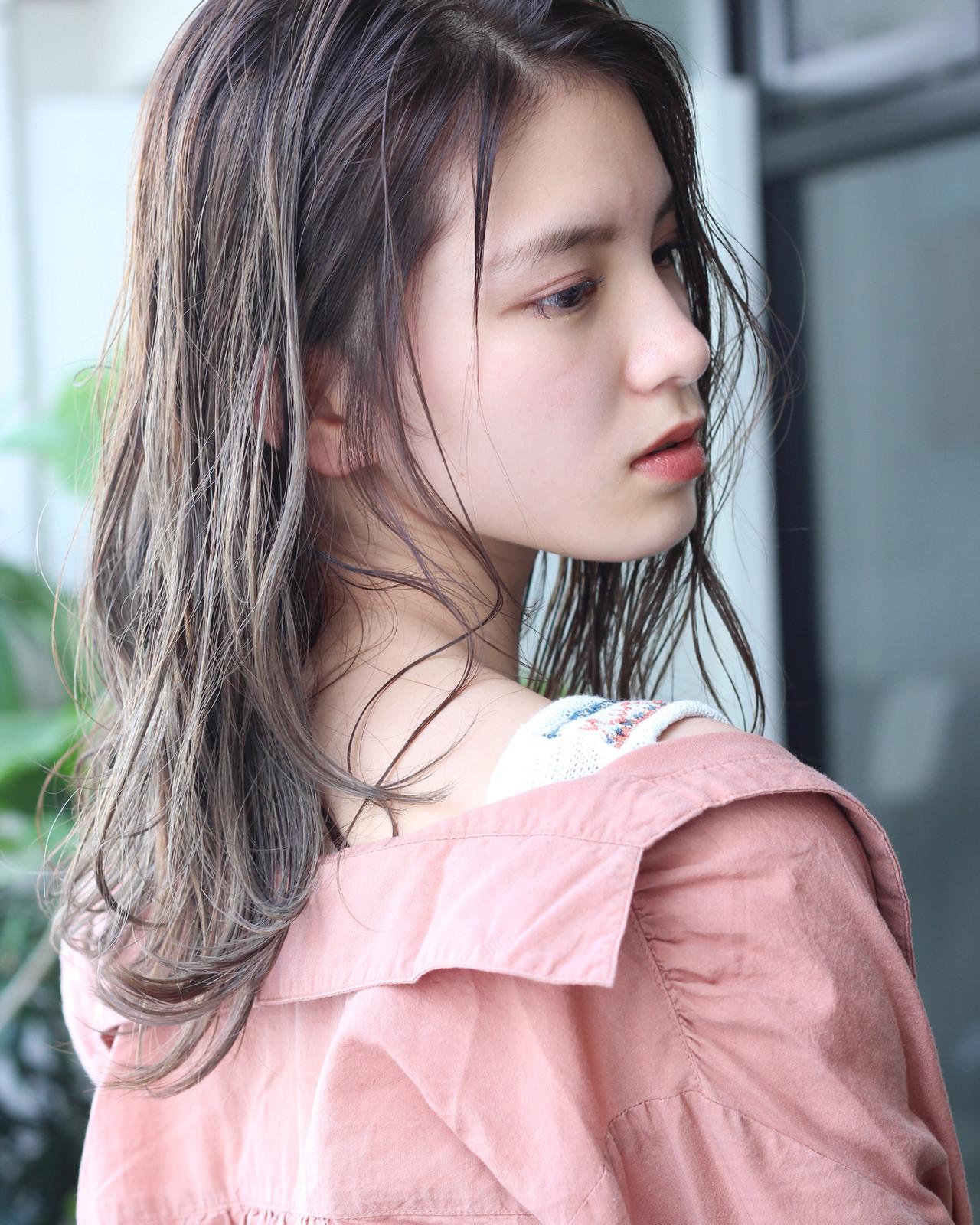 アッシュグレージュ うぶ毛ハイライト 大人ハイライト ロング ヘアスタイルや髪型の写真・画像 | 松田 和幸 / tuuli