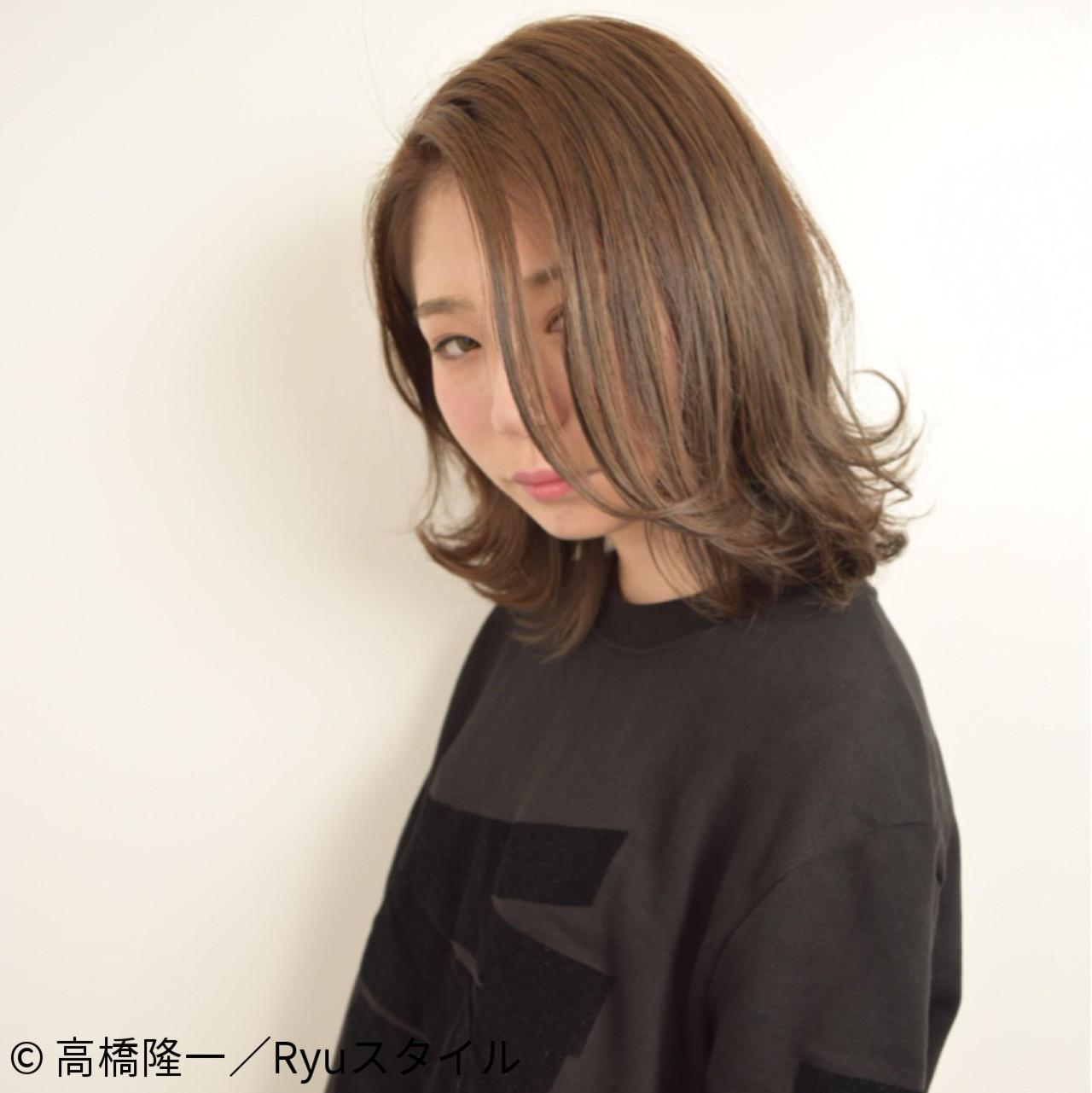 ウェットヘア 外国人風 ナチュラル アッシュヘアスタイルや髪型の写真・画像