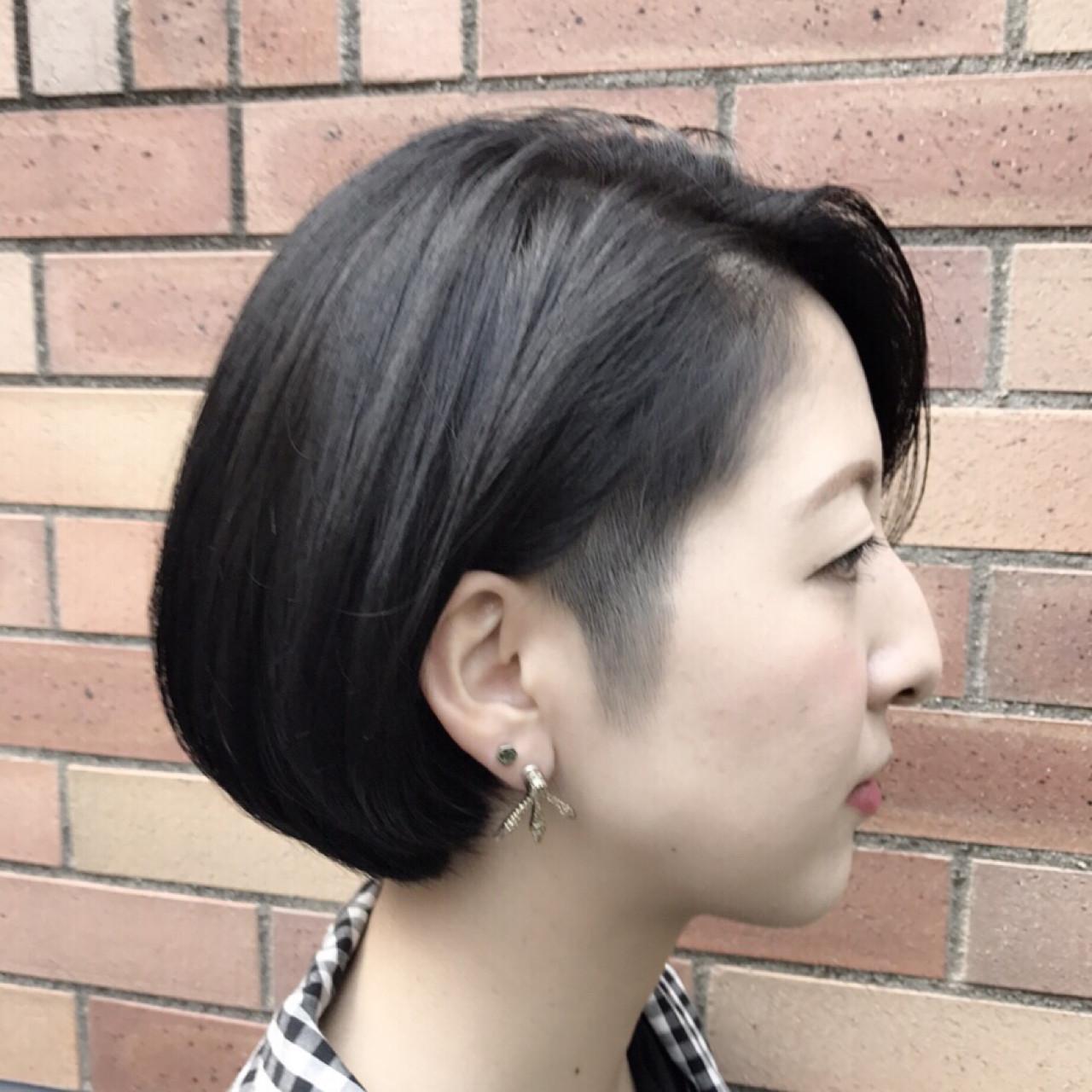 刈り上げ 大人女子 ショート ブルーブラック ヘアスタイルや髪型の写真・画像   Teppei / freelance