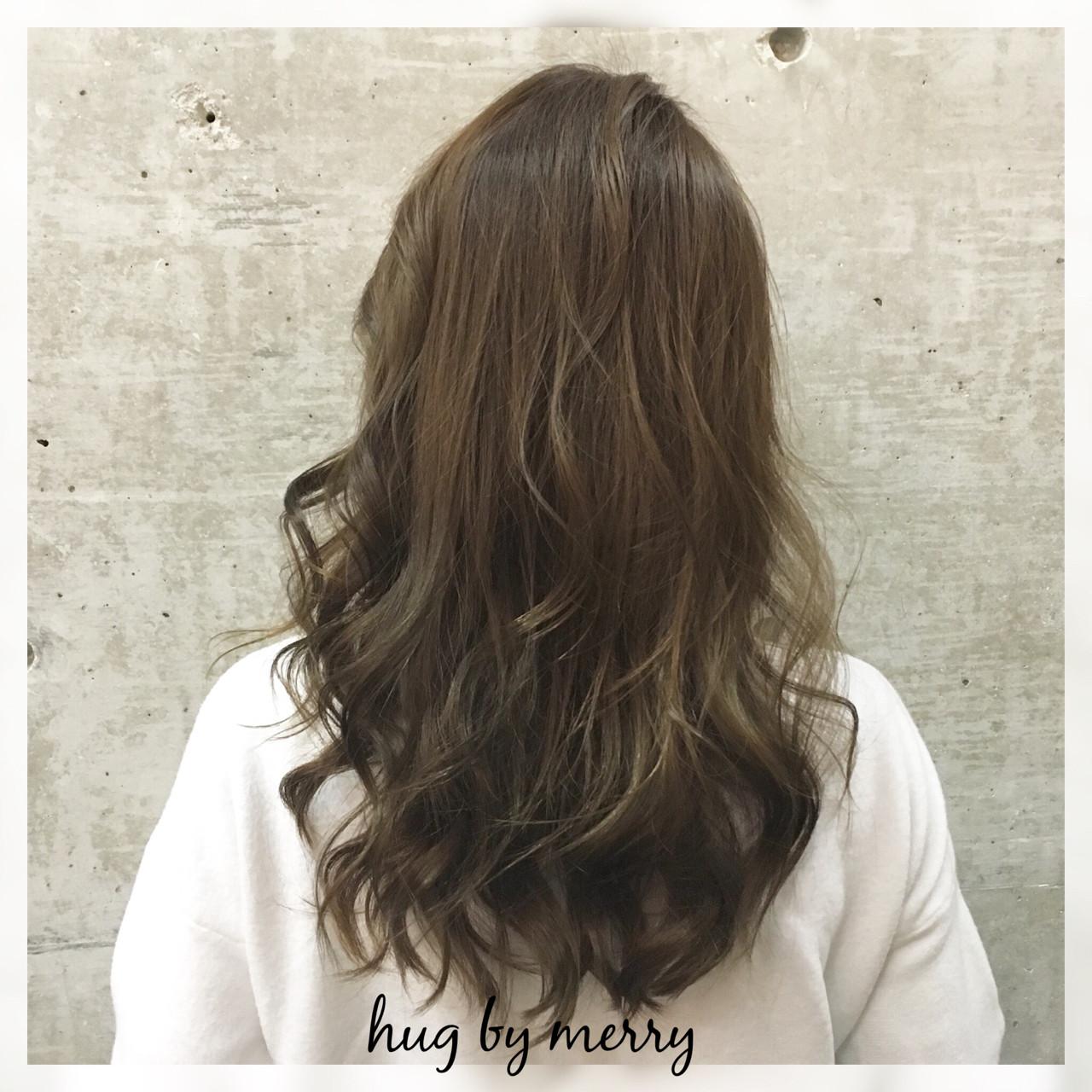 アッシュ ナチュラル フェミニン セミロング ヘアスタイルや髪型の写真・画像 | 柳村 豊 / hug by merry