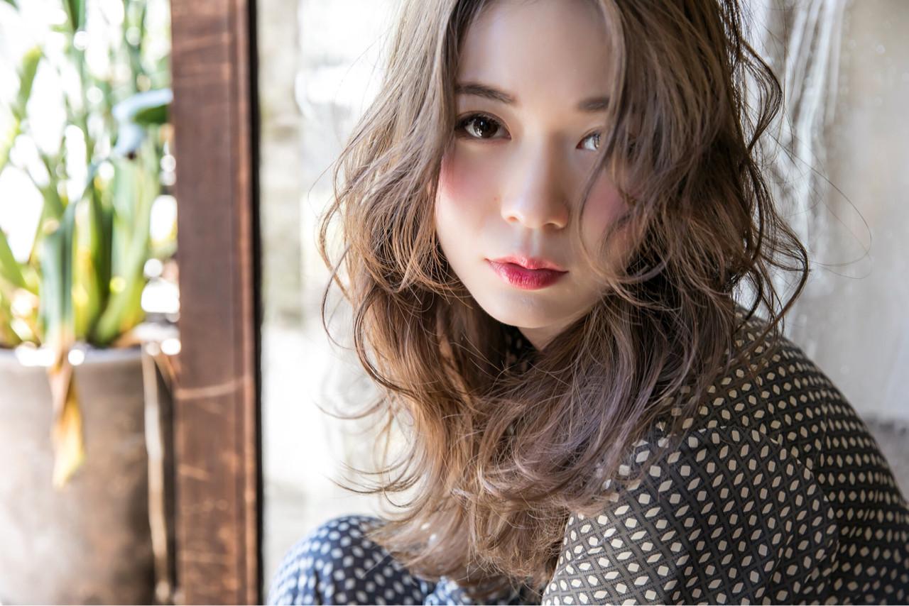 外国人風 ストリート 波ウェーブ 冬 ヘアスタイルや髪型の写真・画像 | 高橋 アリサ /
