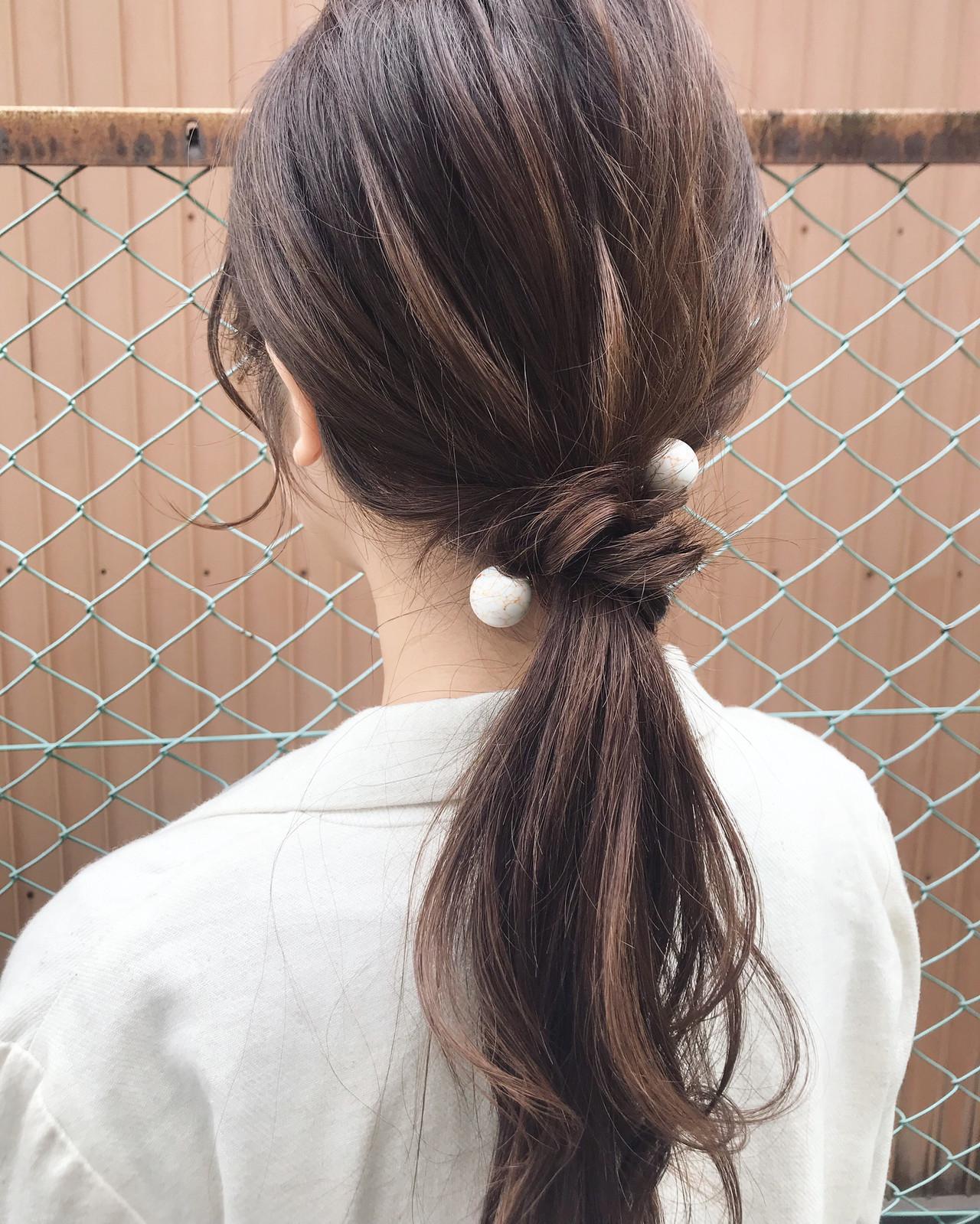 デート セミロング ローポニーテール ナチュラル ヘアスタイルや髪型の写真・画像